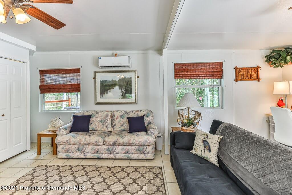 Listing photo id 14 for 3083 Sunset Vista Drive