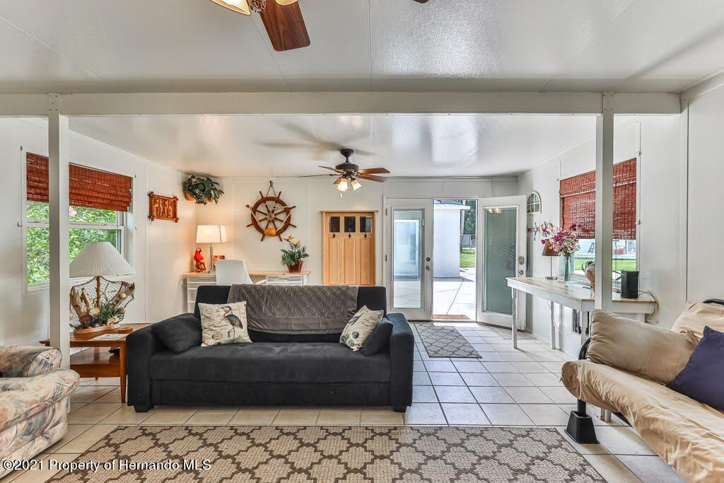 Listing photo id 15 for 3083 Sunset Vista Drive