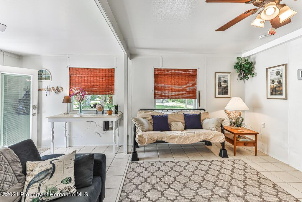 Listing photo id 16 for 3083 Sunset Vista Drive