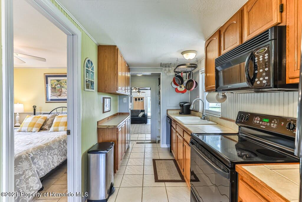 Listing photo id 19 for 3083 Sunset Vista Drive