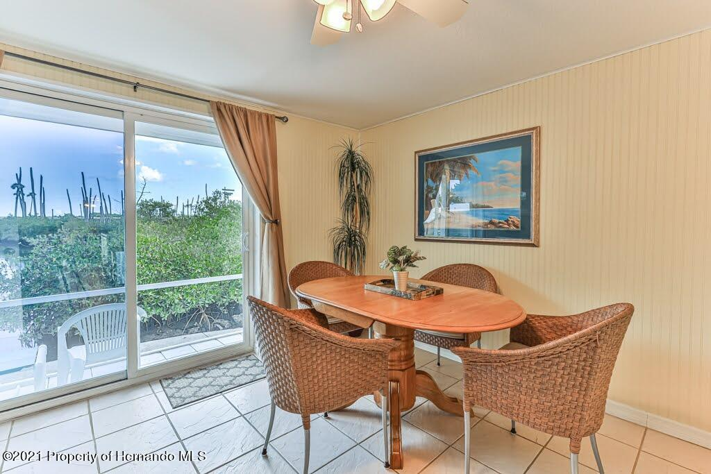 Listing photo id 21 for 3083 Sunset Vista Drive