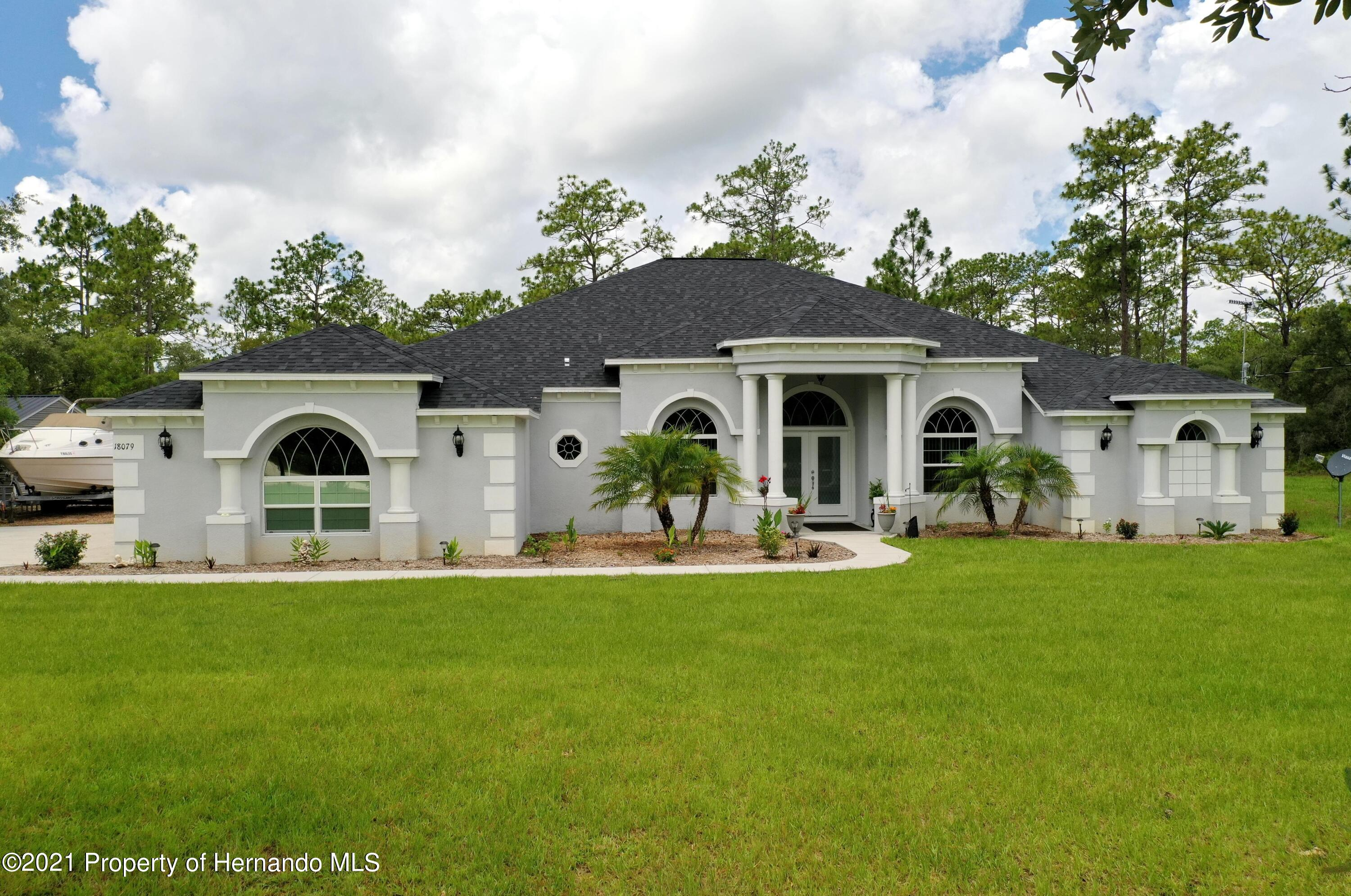 Listing photo id 3 for 18079 Parrot Road