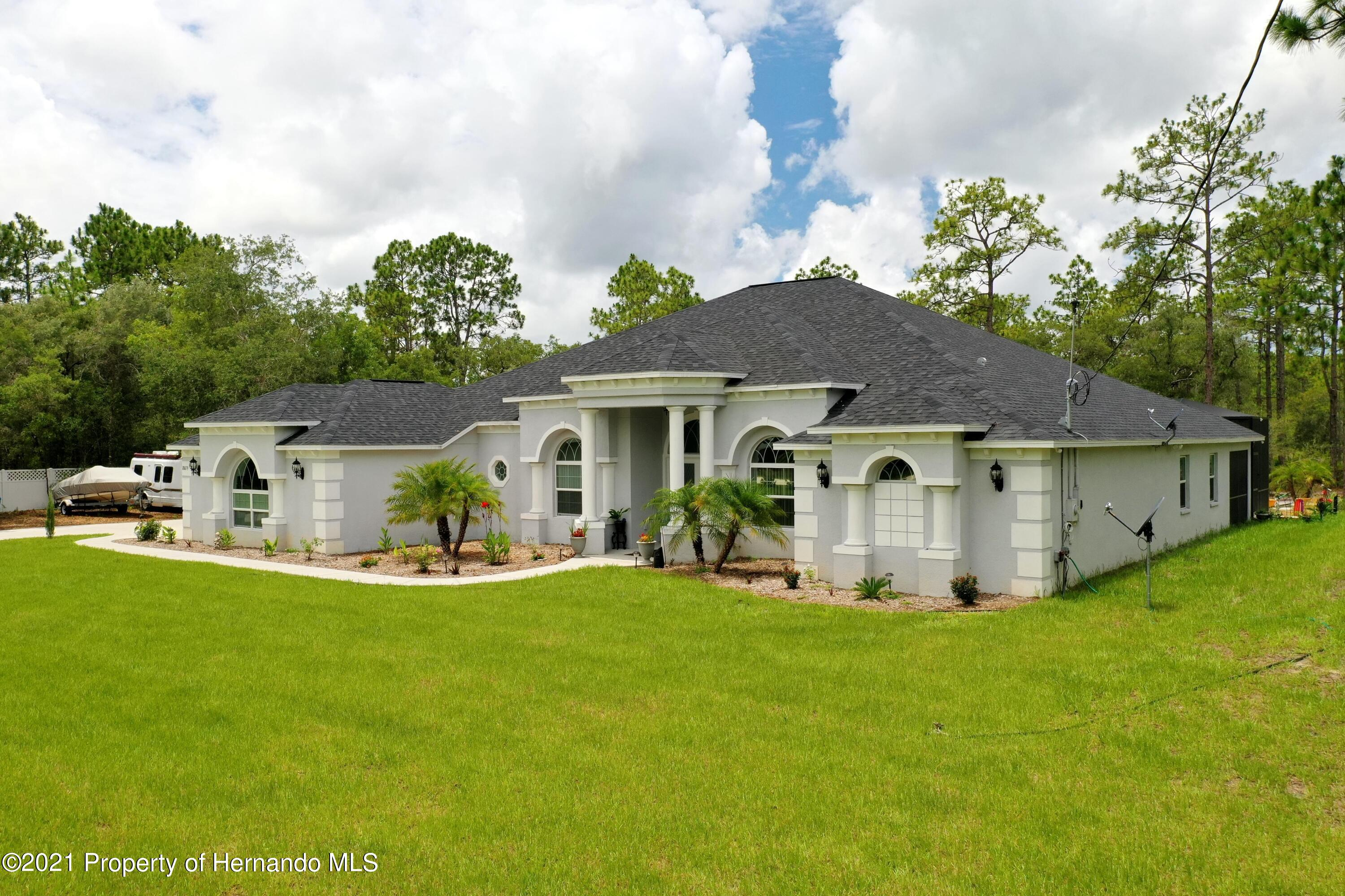 Listing photo id 4 for 18079 Parrot Road