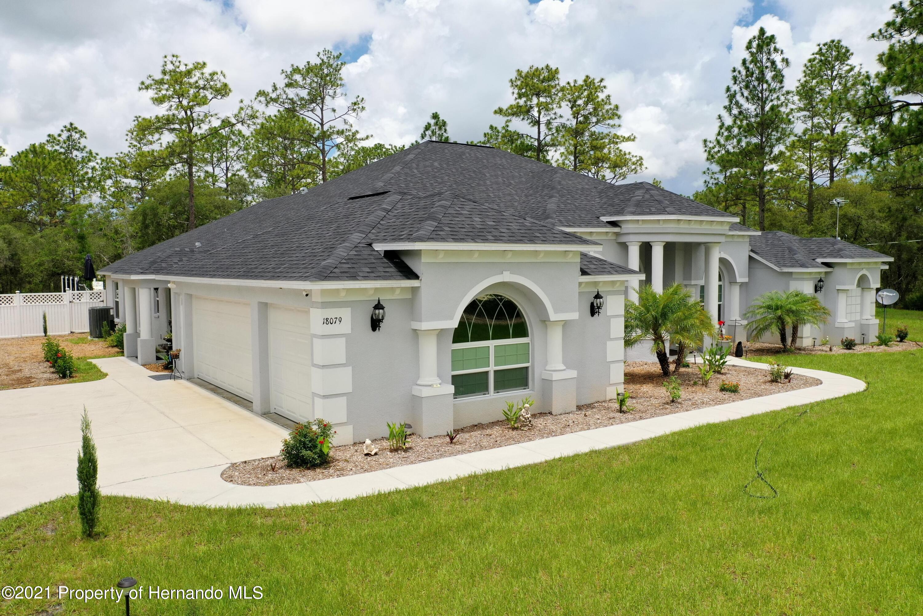 Listing photo id 5 for 18079 Parrot Road