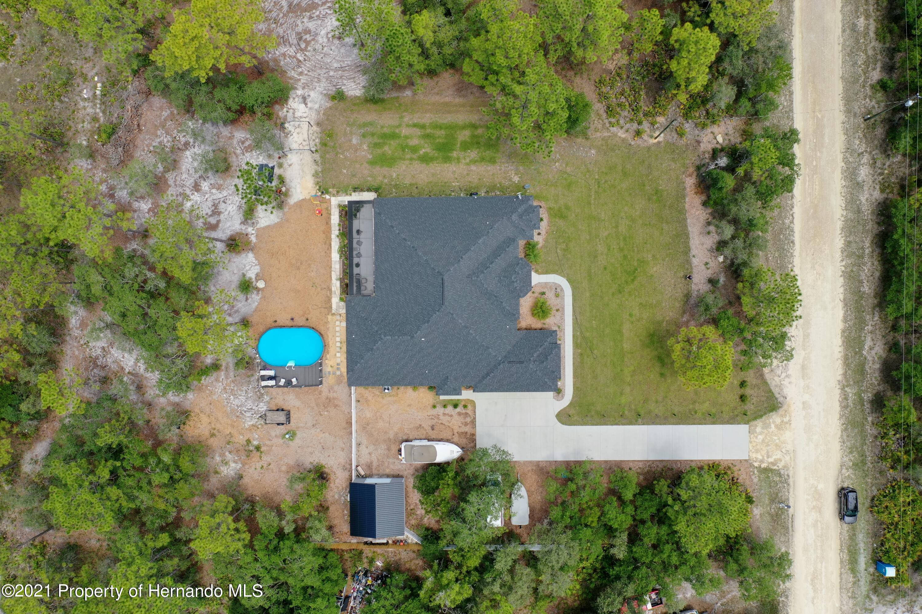 Listing photo id 6 for 18079 Parrot Road
