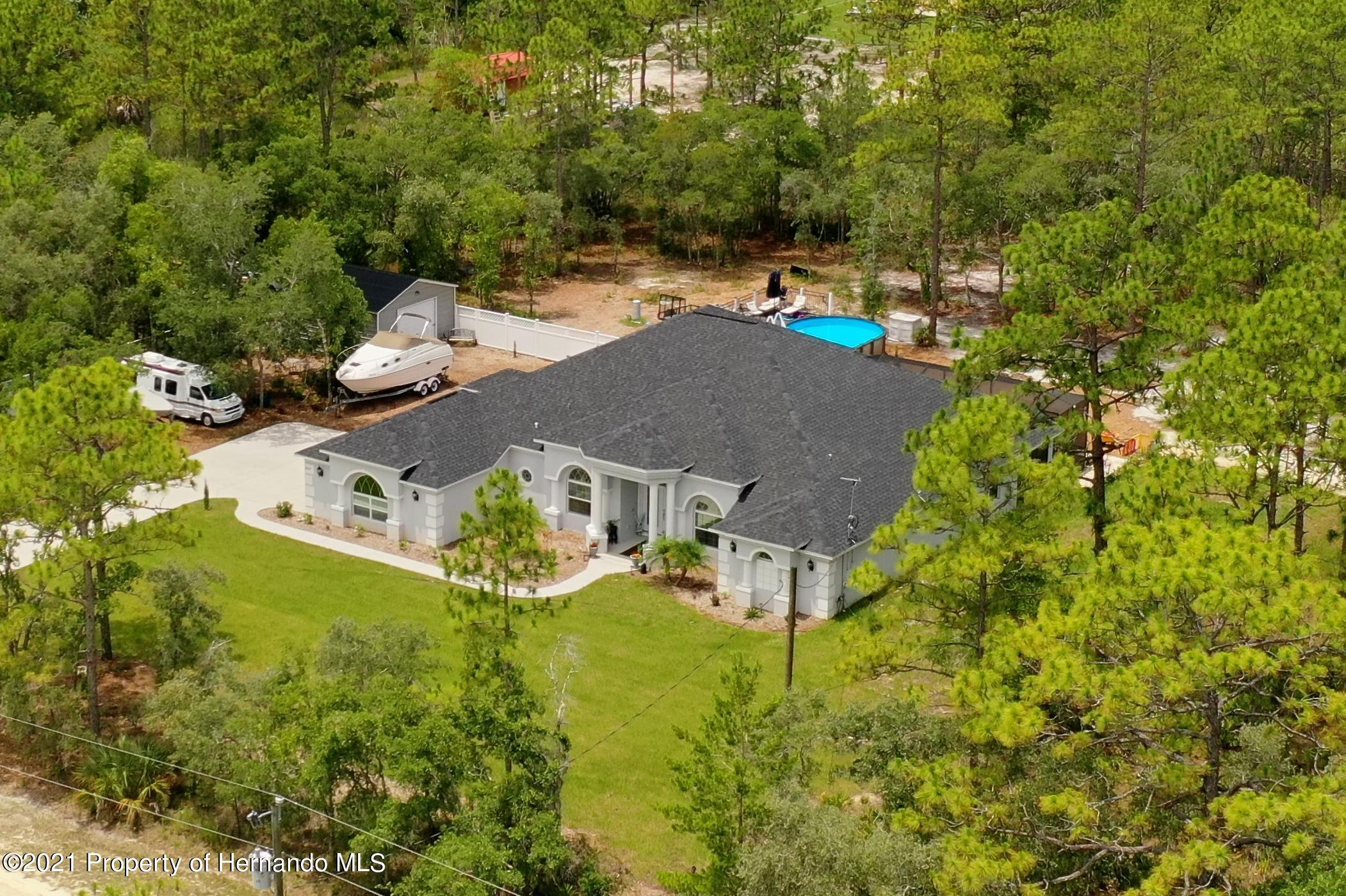 Listing photo id 7 for 18079 Parrot Road