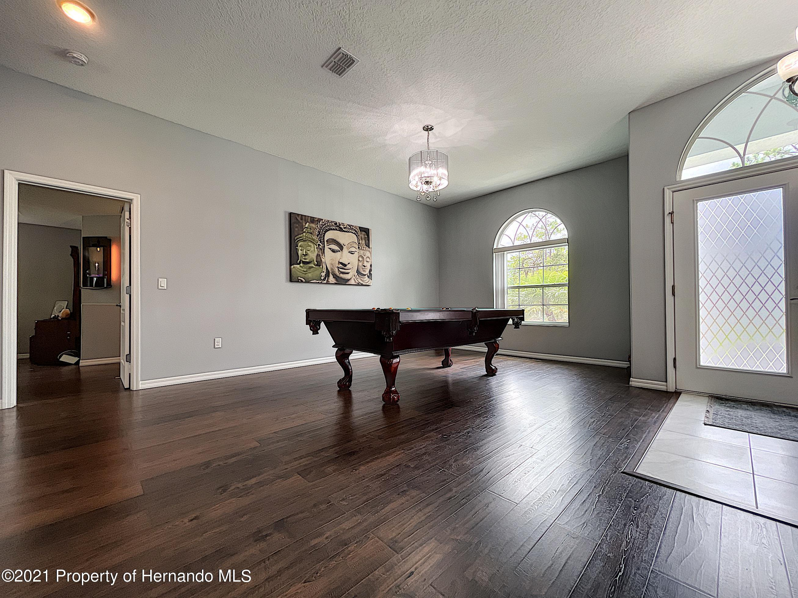 Listing photo id 9 for 18079 Parrot Road