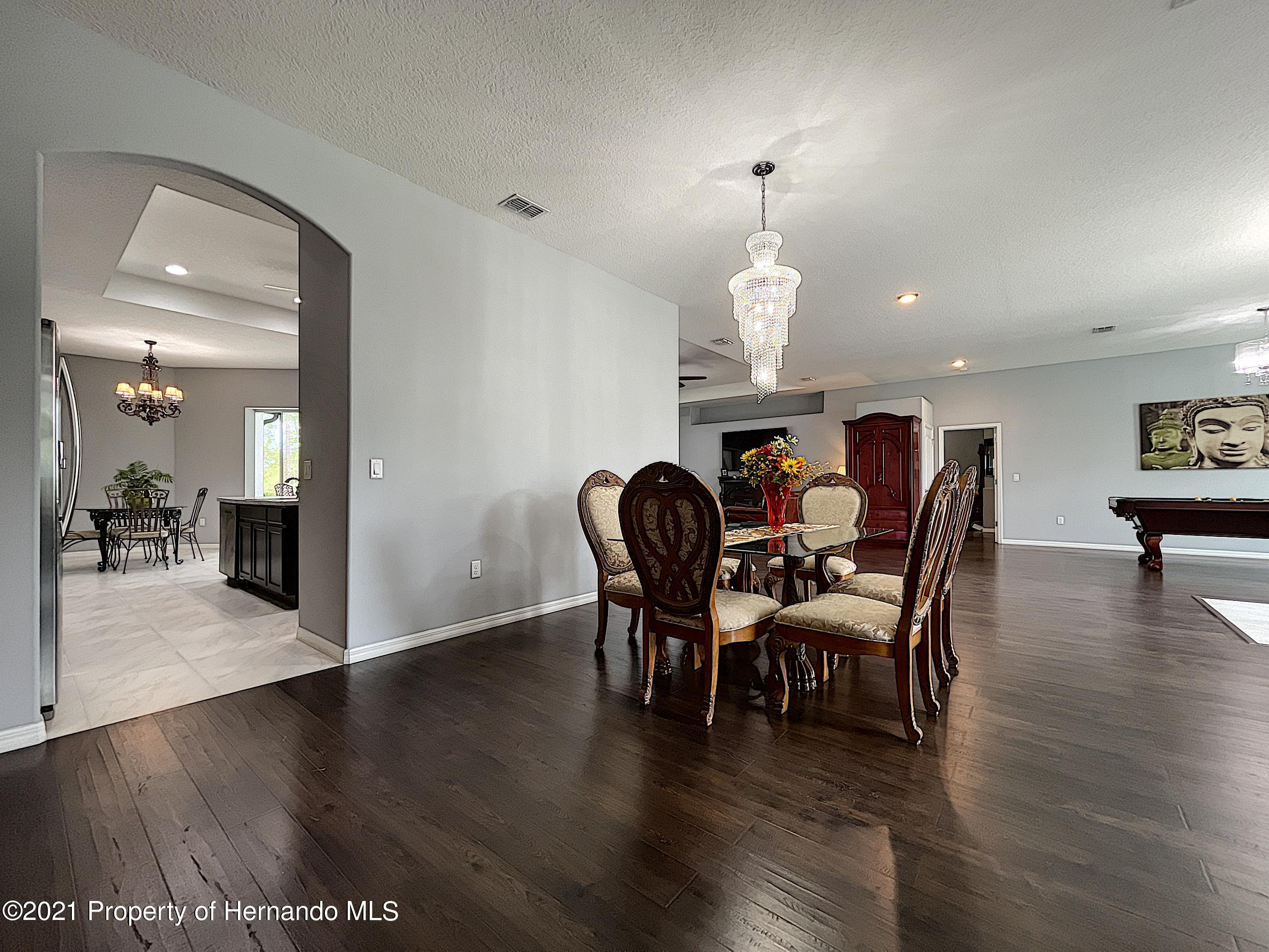 Listing photo id 13 for 18079 Parrot Road