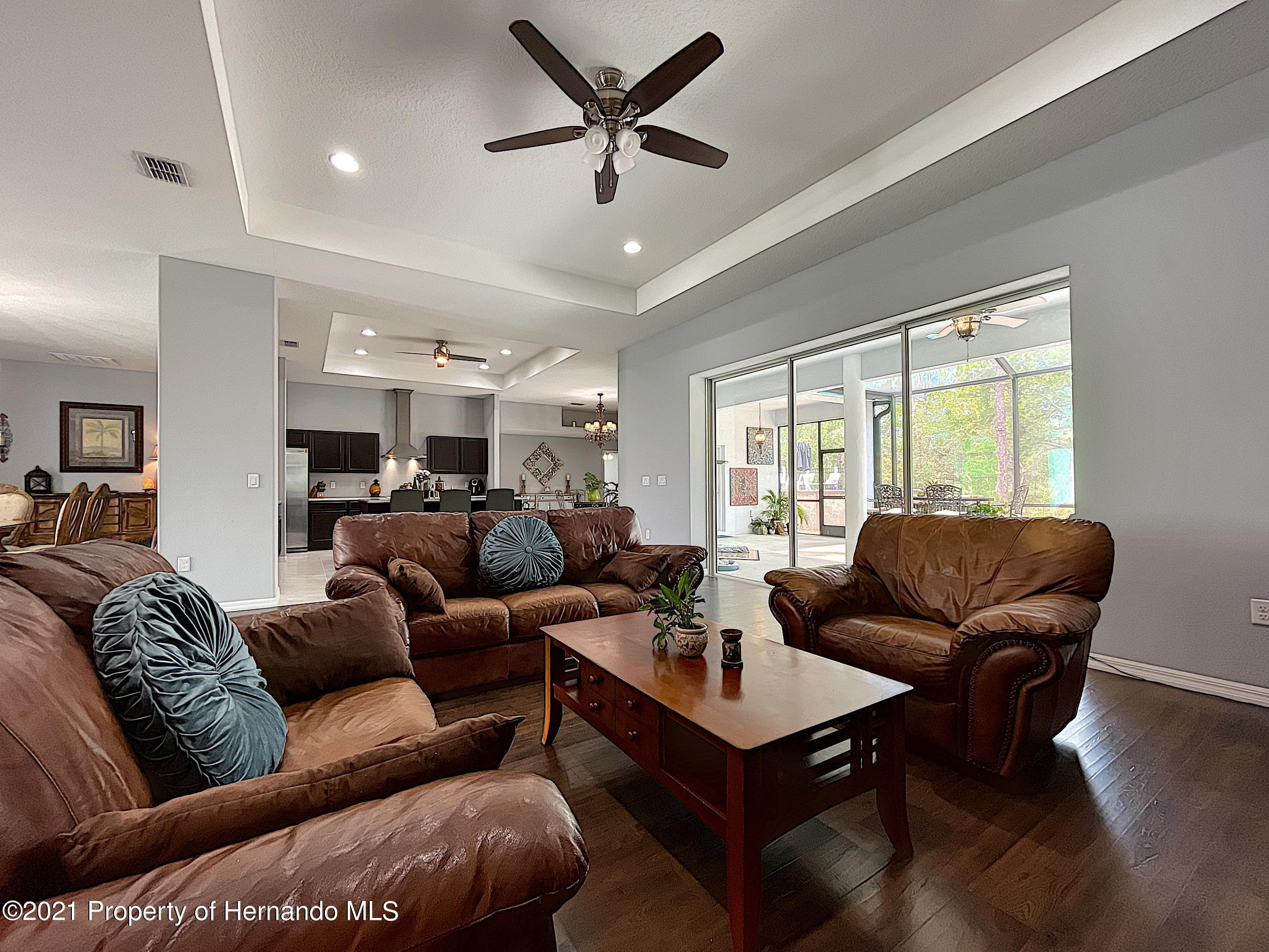 Listing photo id 15 for 18079 Parrot Road