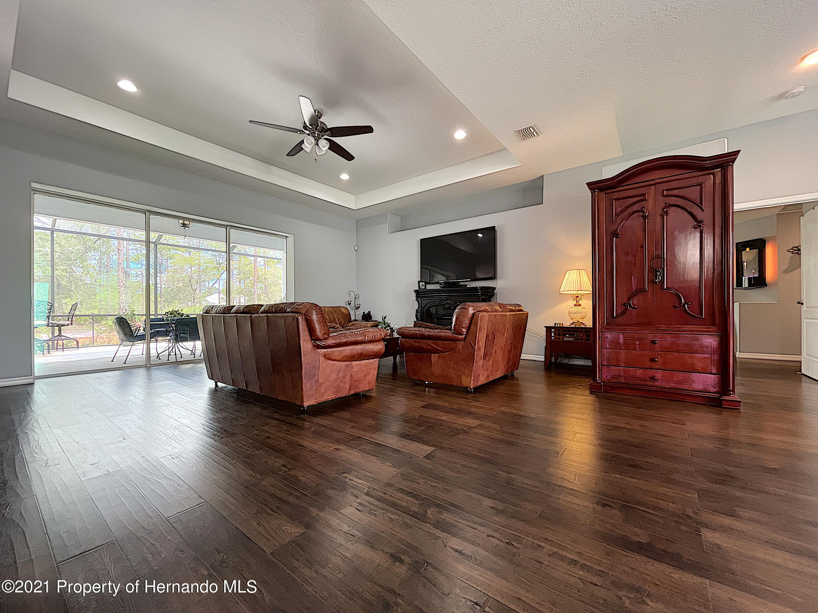Listing photo id 16 for 18079 Parrot Road