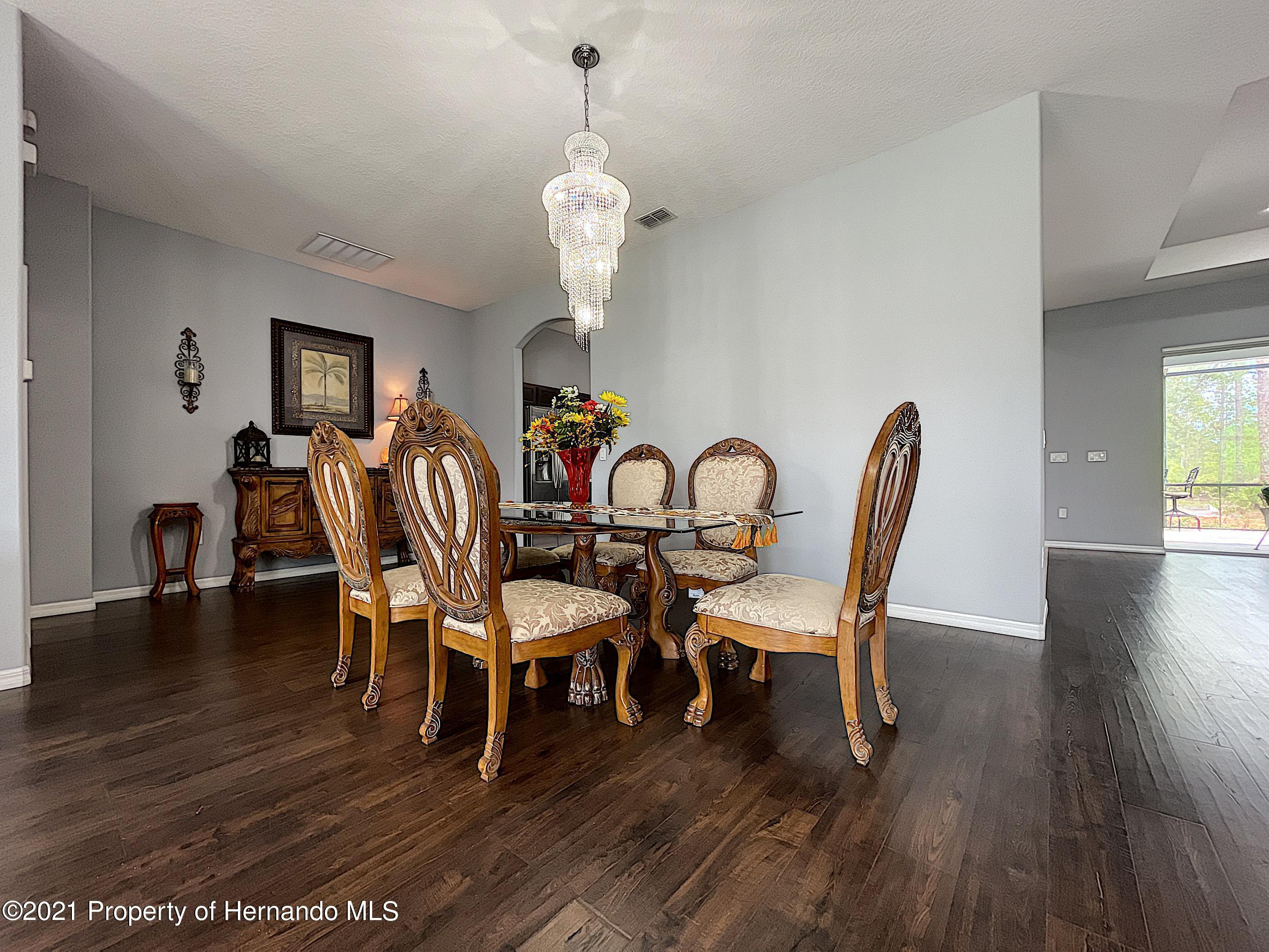 Listing photo id 18 for 18079 Parrot Road