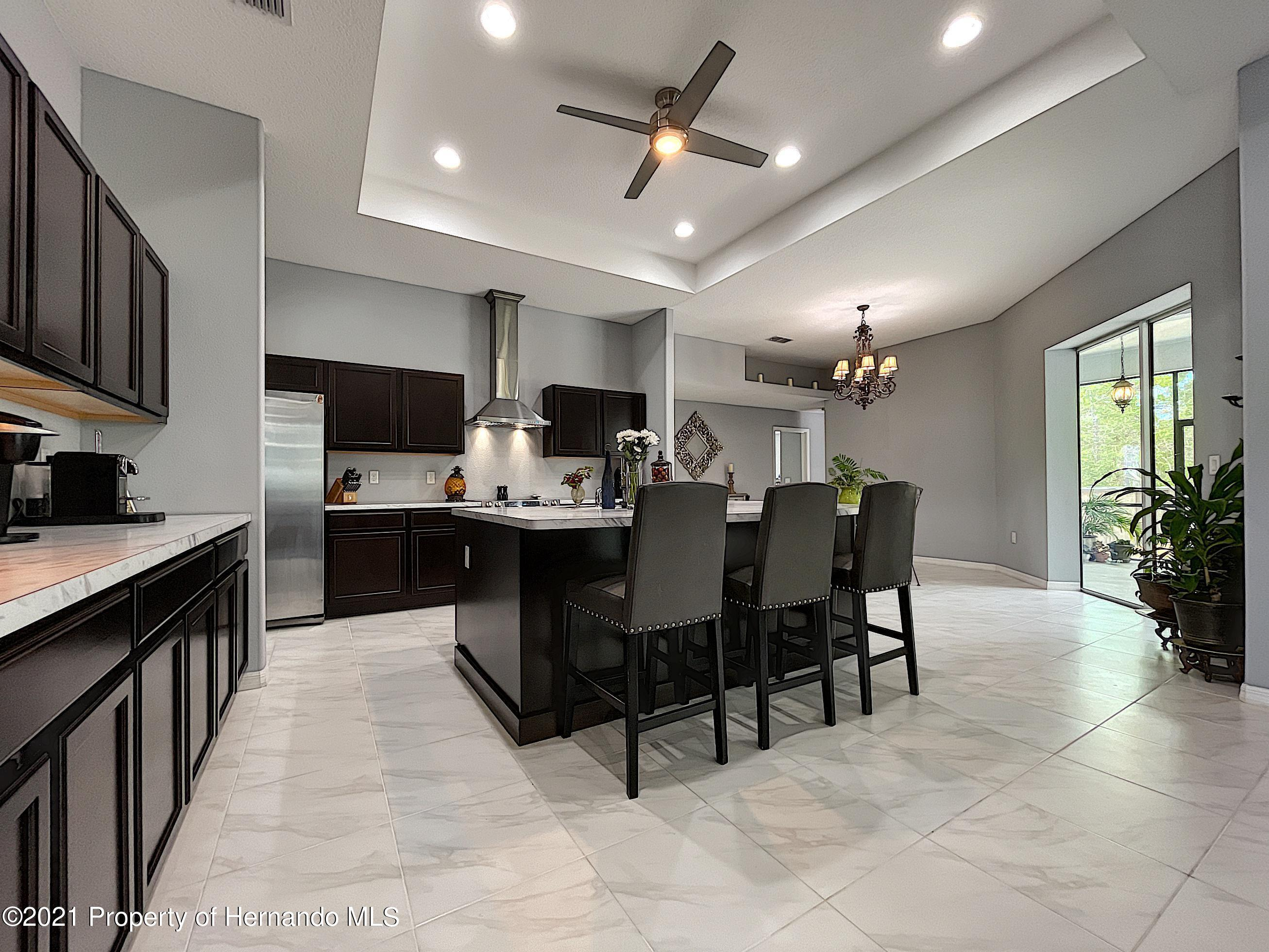 Listing photo id 21 for 18079 Parrot Road