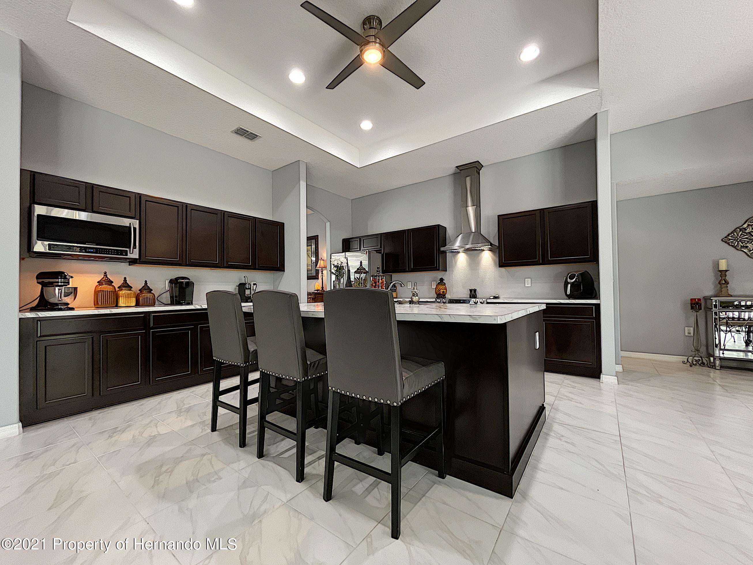 Listing photo id 23 for 18079 Parrot Road