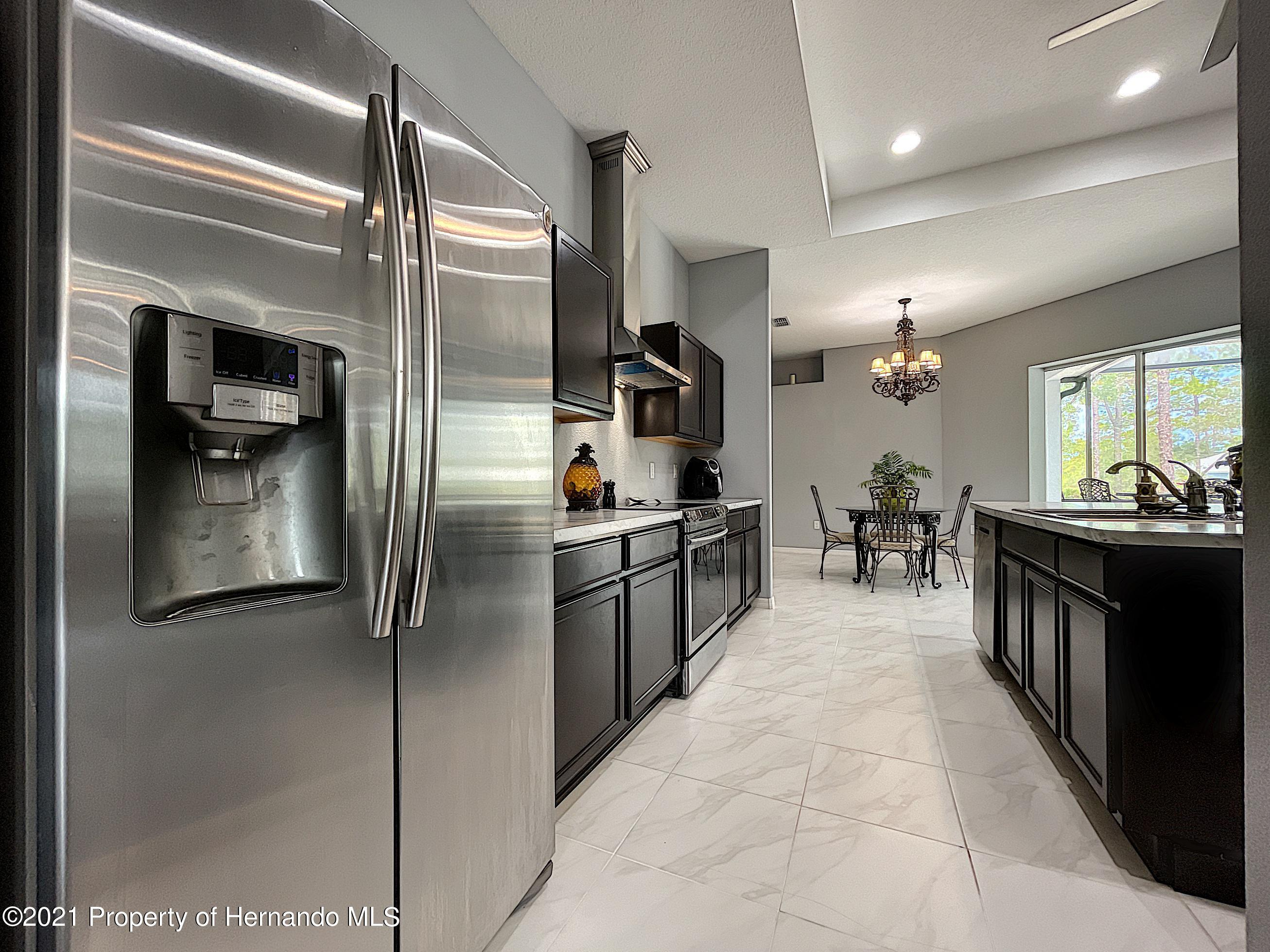 Listing photo id 24 for 18079 Parrot Road