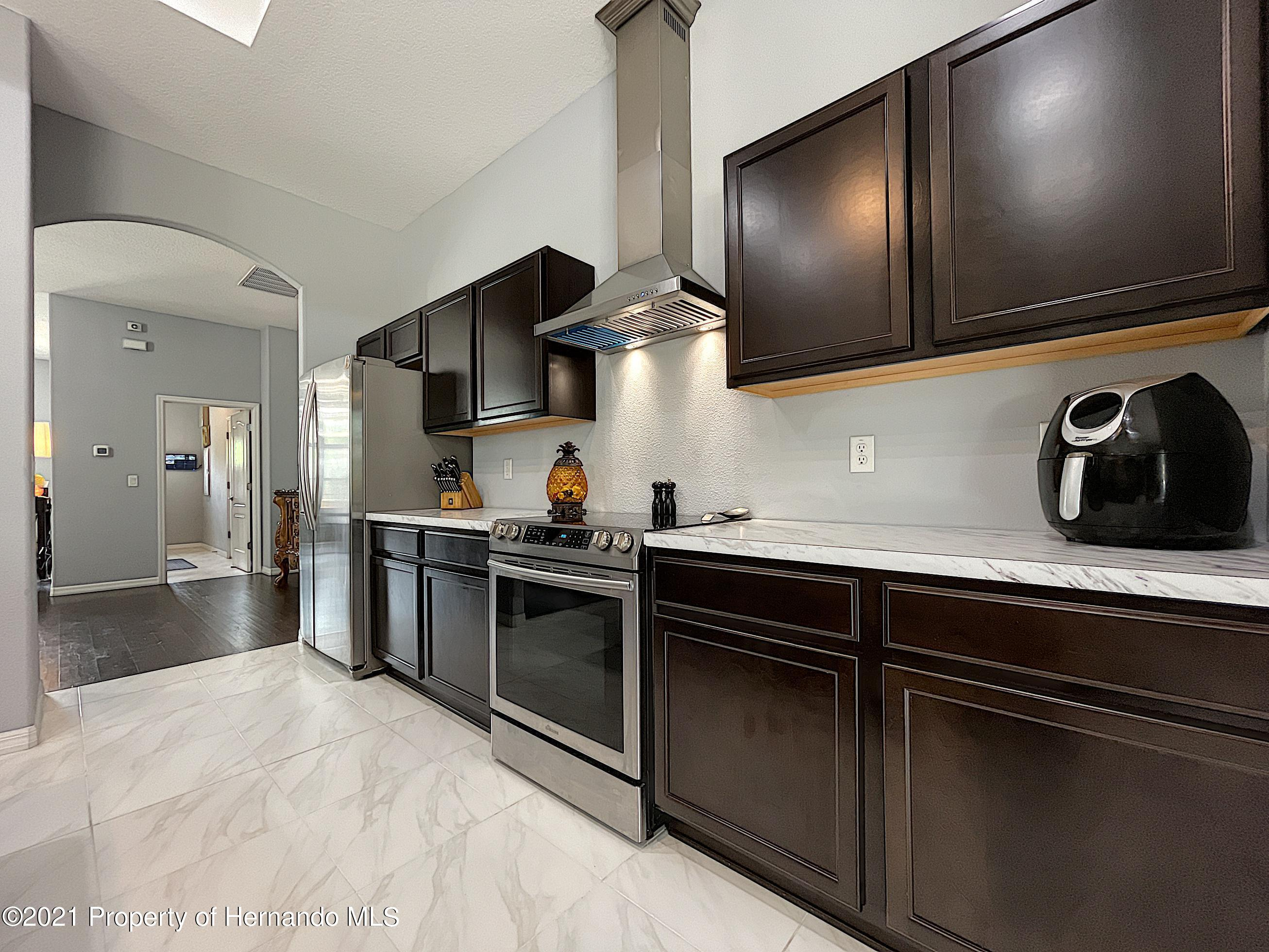 Listing photo id 27 for 18079 Parrot Road