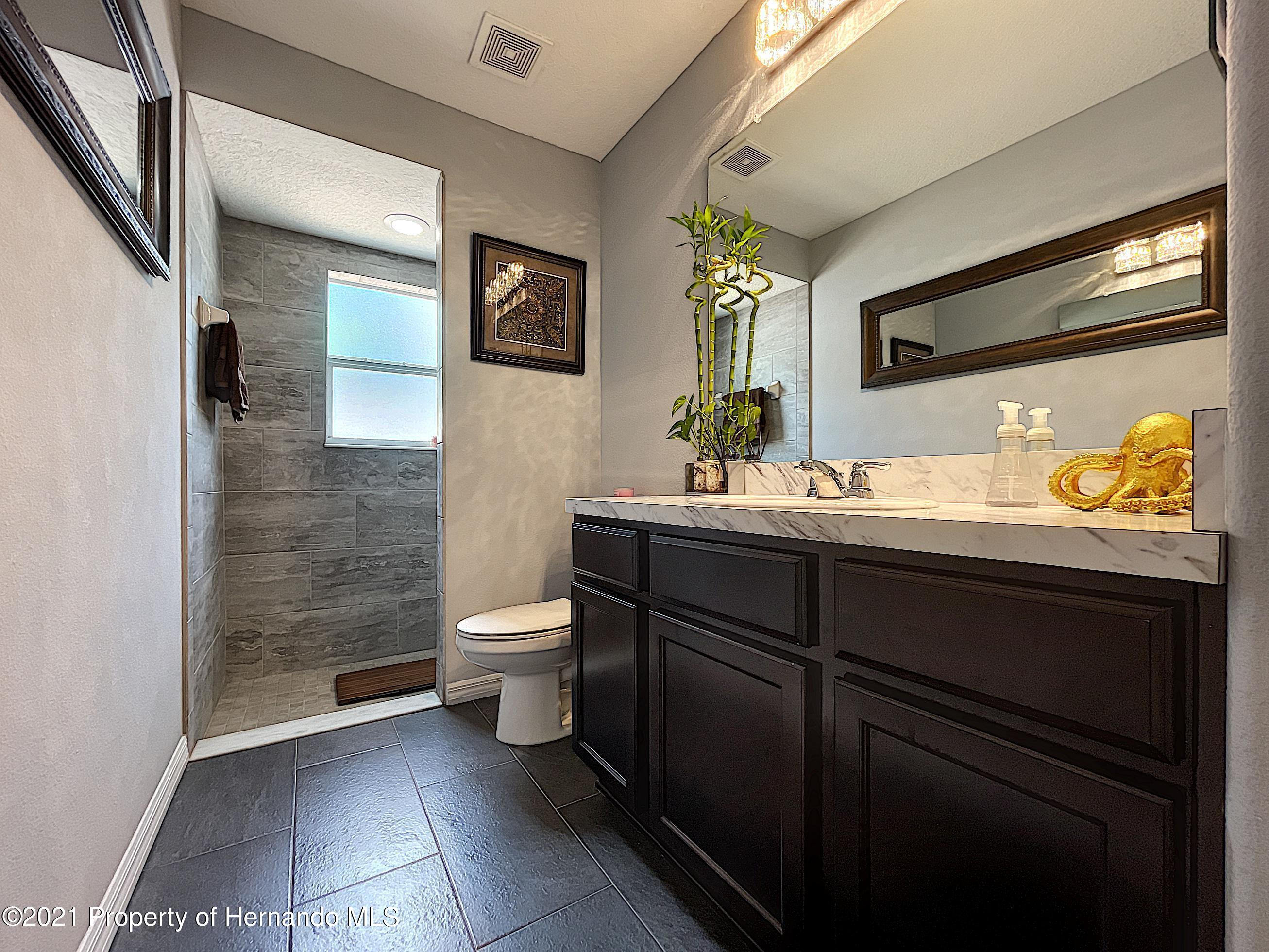 Listing photo id 34 for 18079 Parrot Road