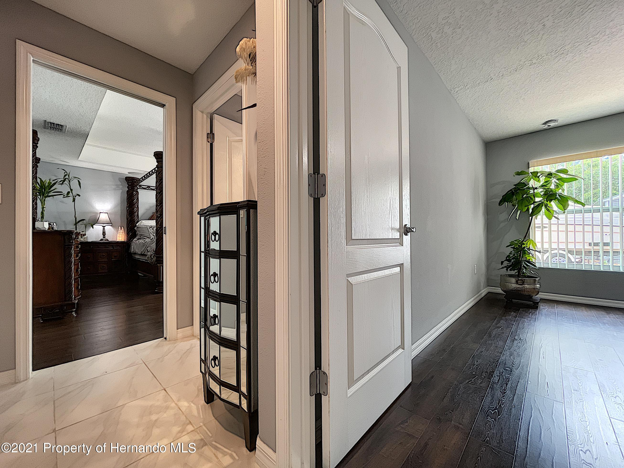 Listing photo id 36 for 18079 Parrot Road