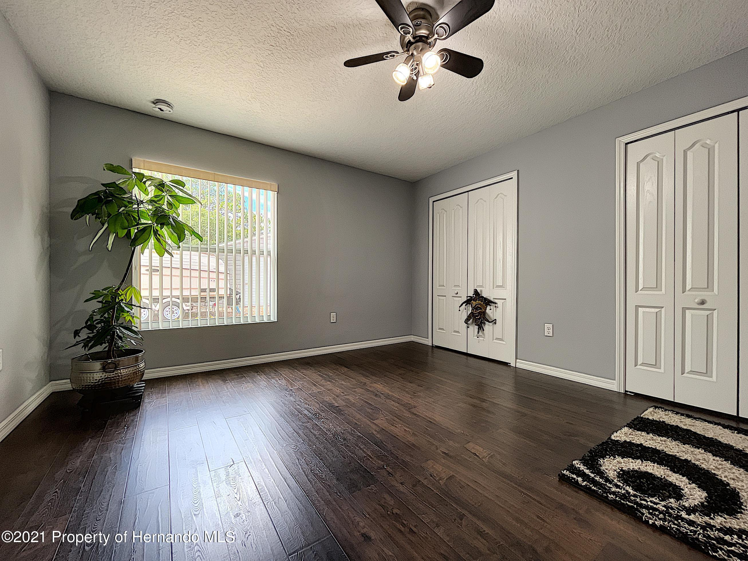 Listing photo id 38 for 18079 Parrot Road