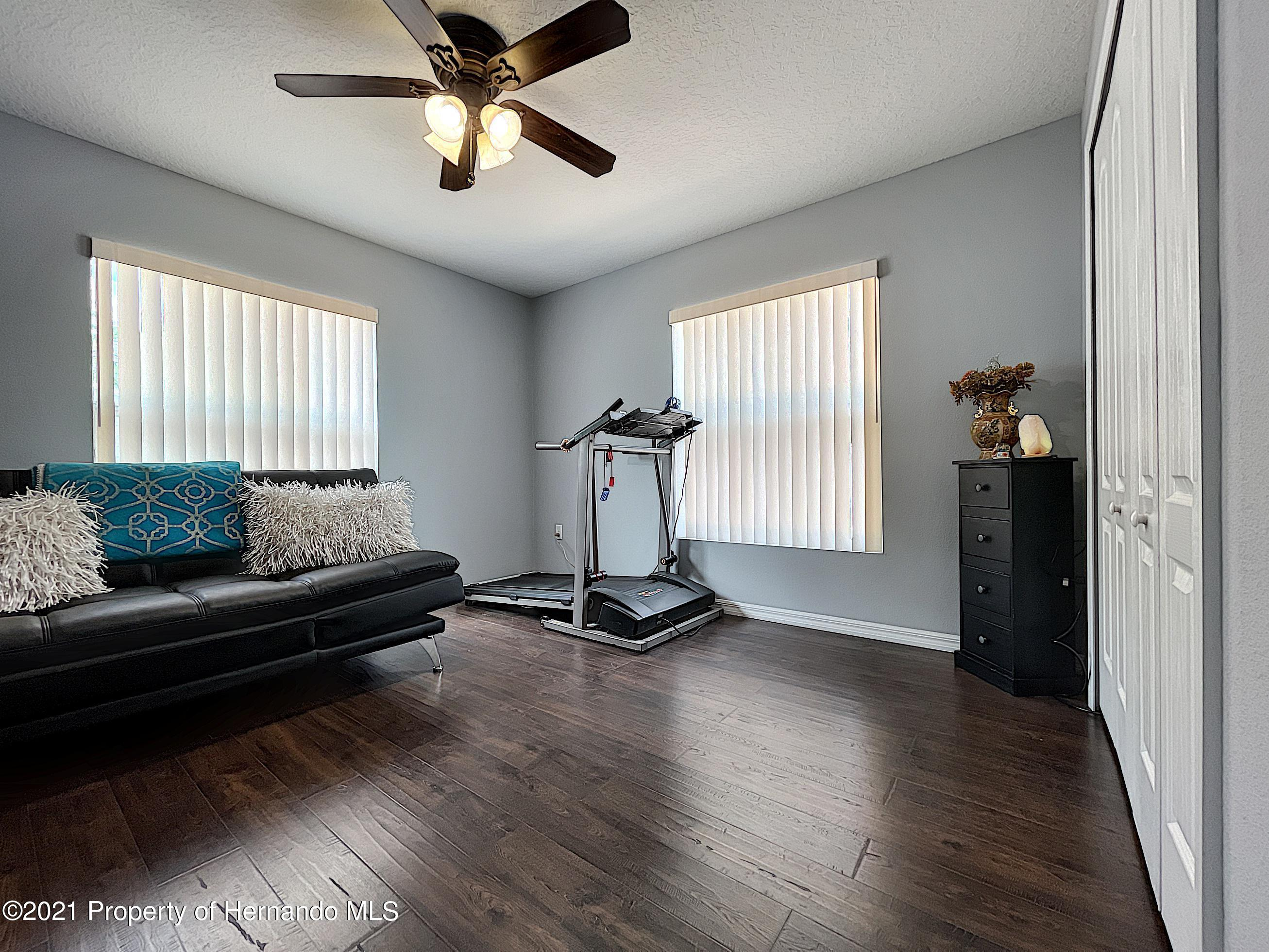 Listing photo id 39 for 18079 Parrot Road