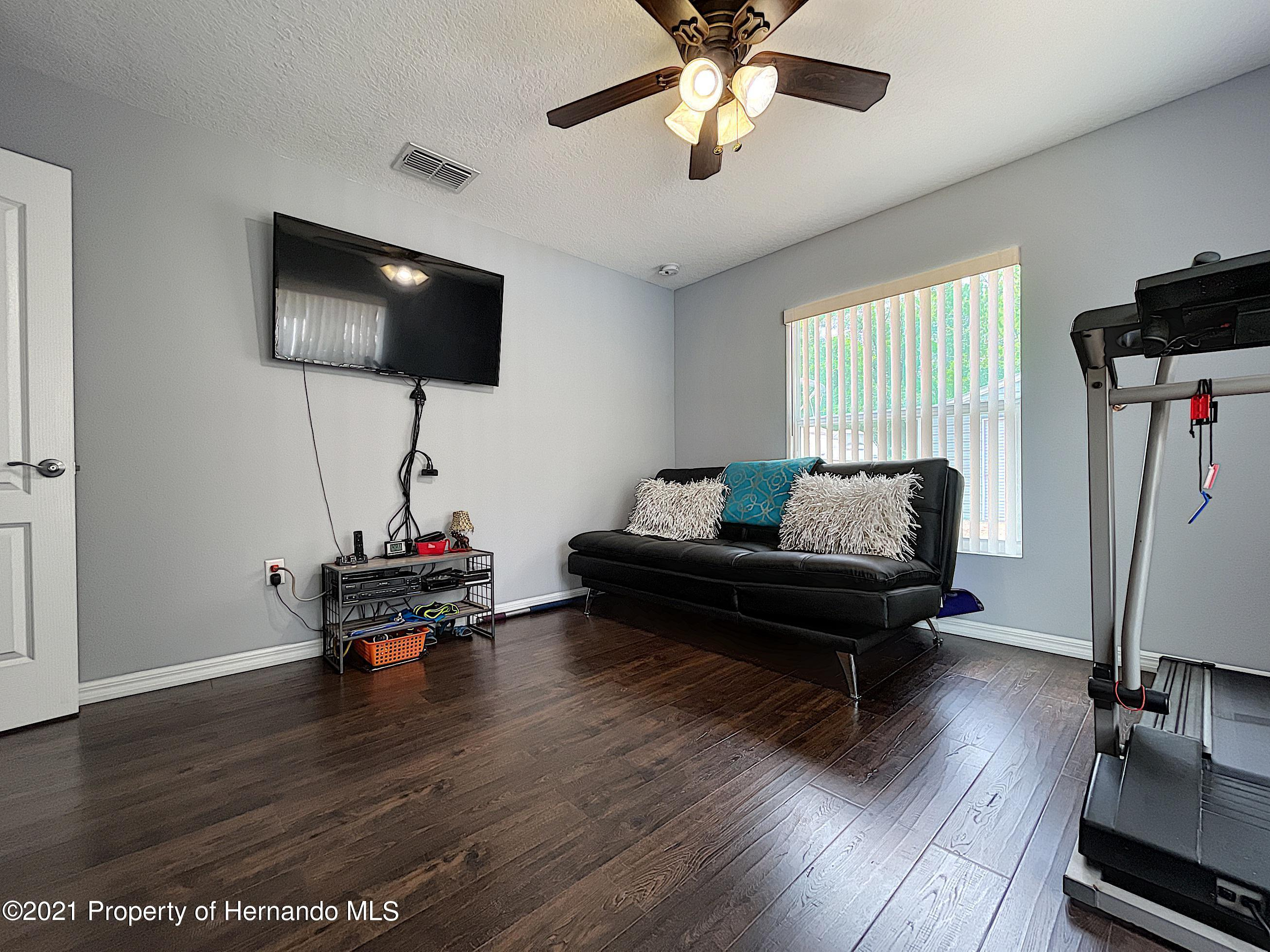 Listing photo id 40 for 18079 Parrot Road