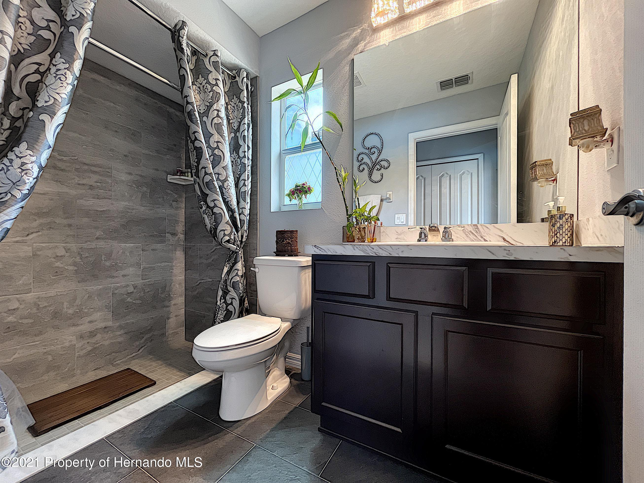 Listing photo id 41 for 18079 Parrot Road