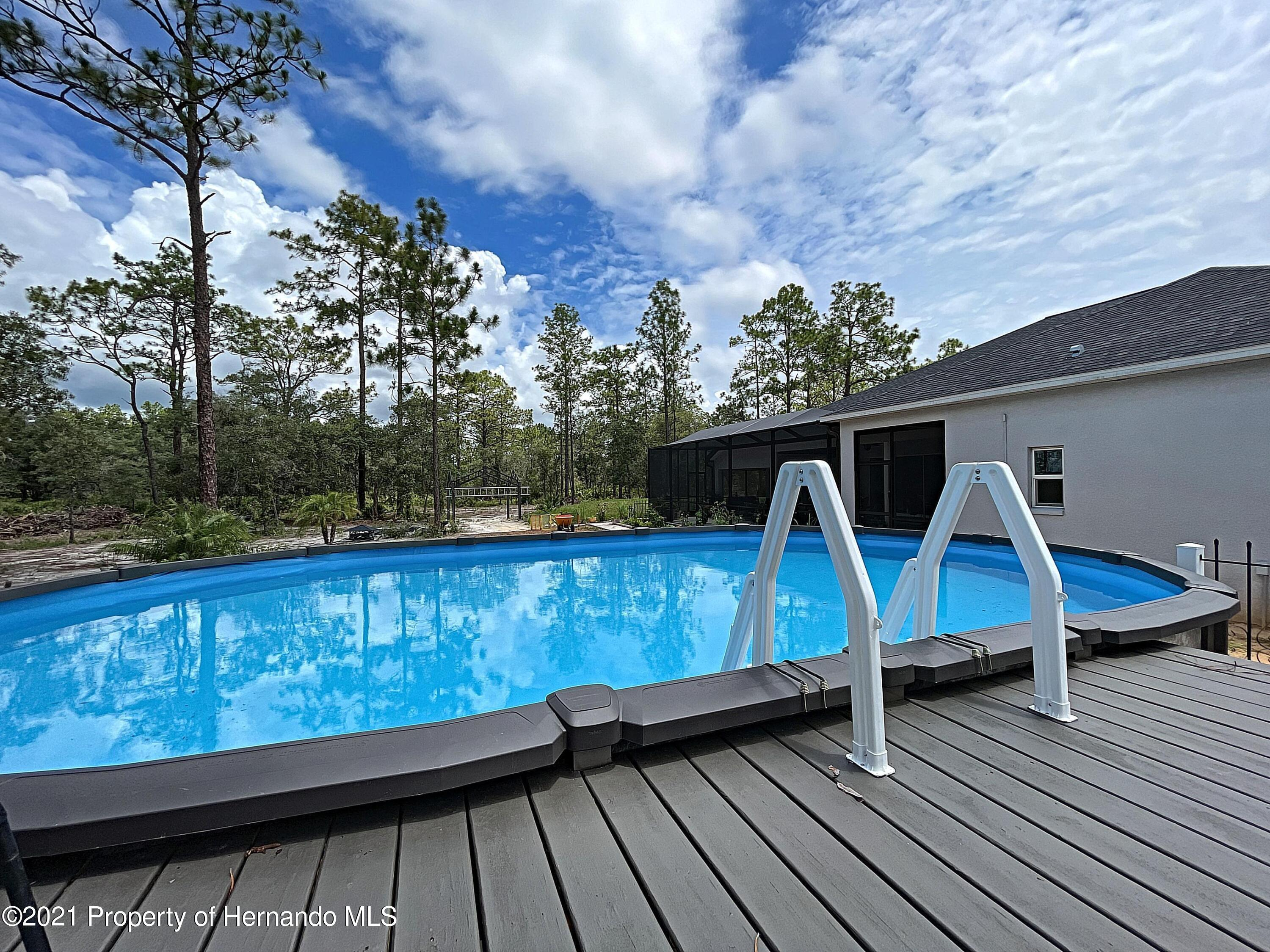 Listing photo id 56 for 18079 Parrot Road