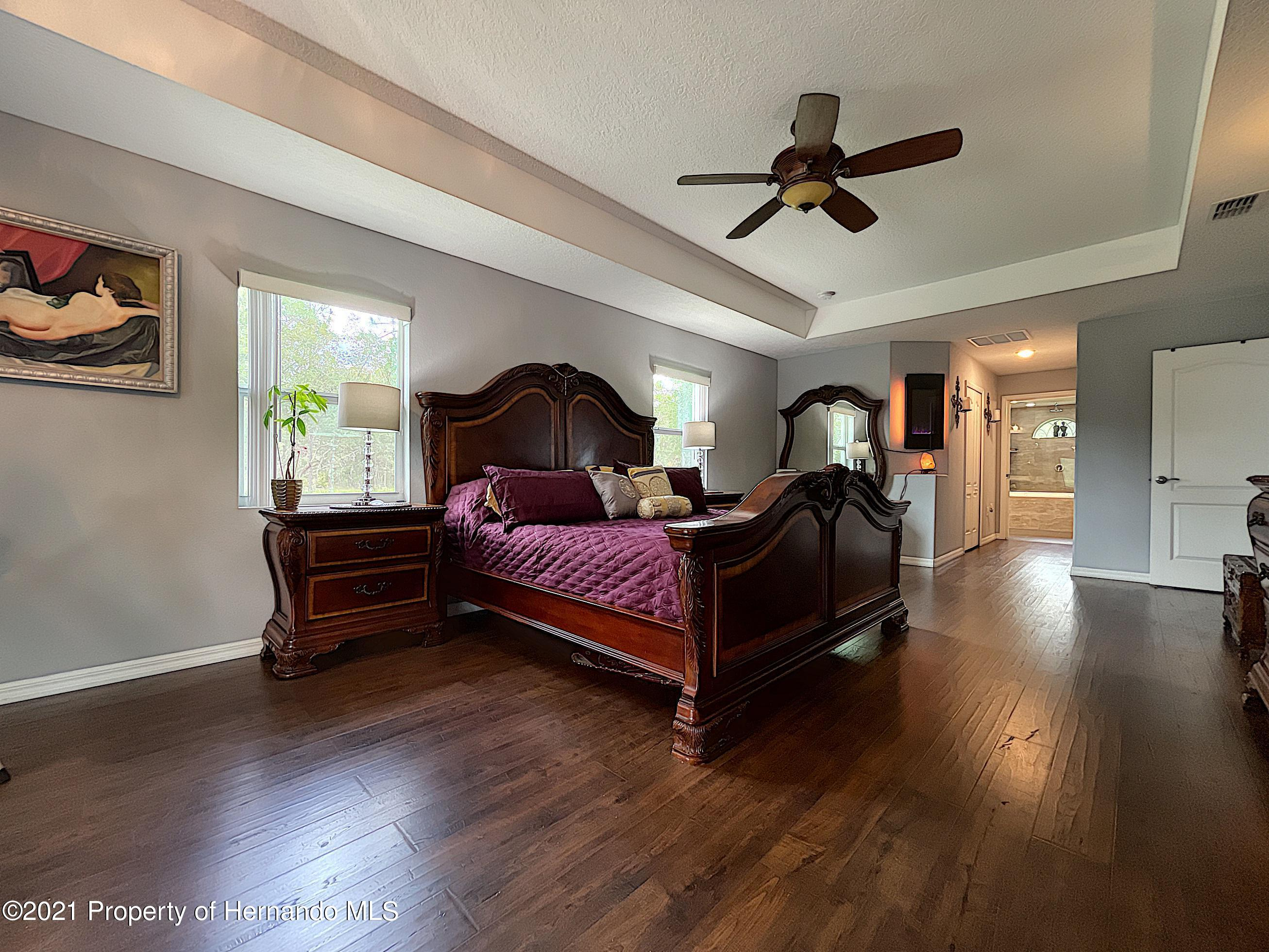Listing photo id 42 for 18079 Parrot Road