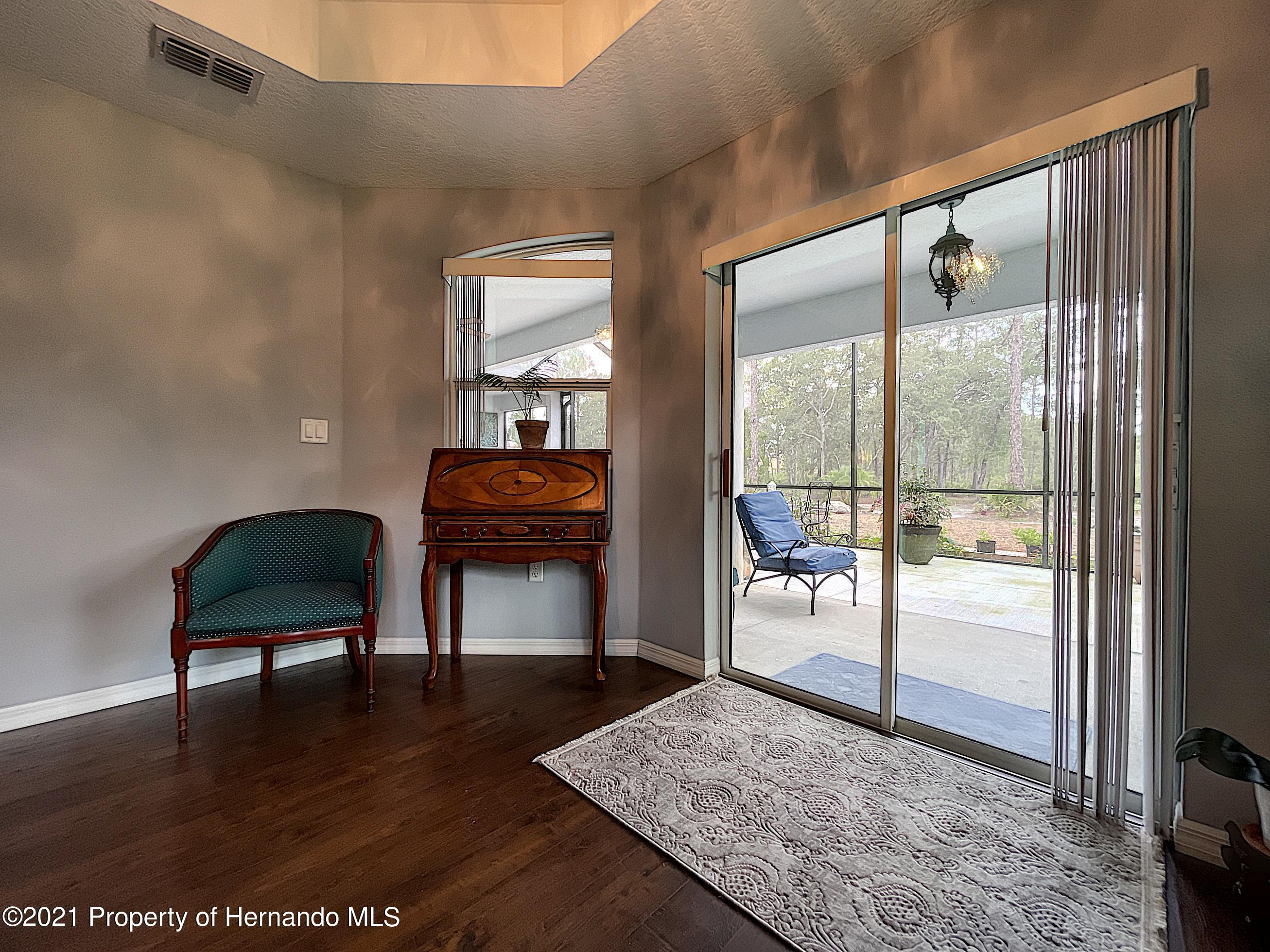 Listing photo id 44 for 18079 Parrot Road