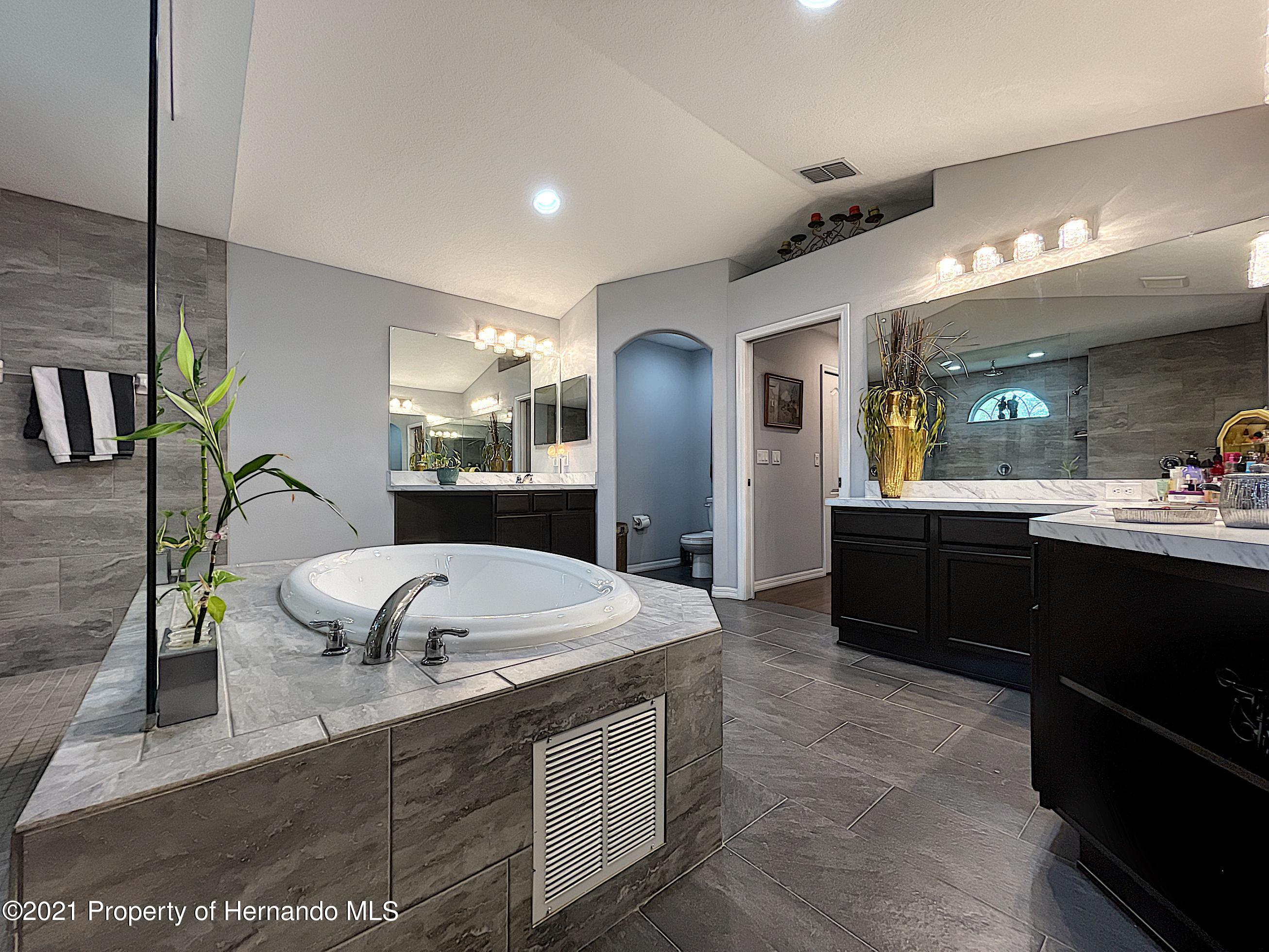 Listing photo id 45 for 18079 Parrot Road