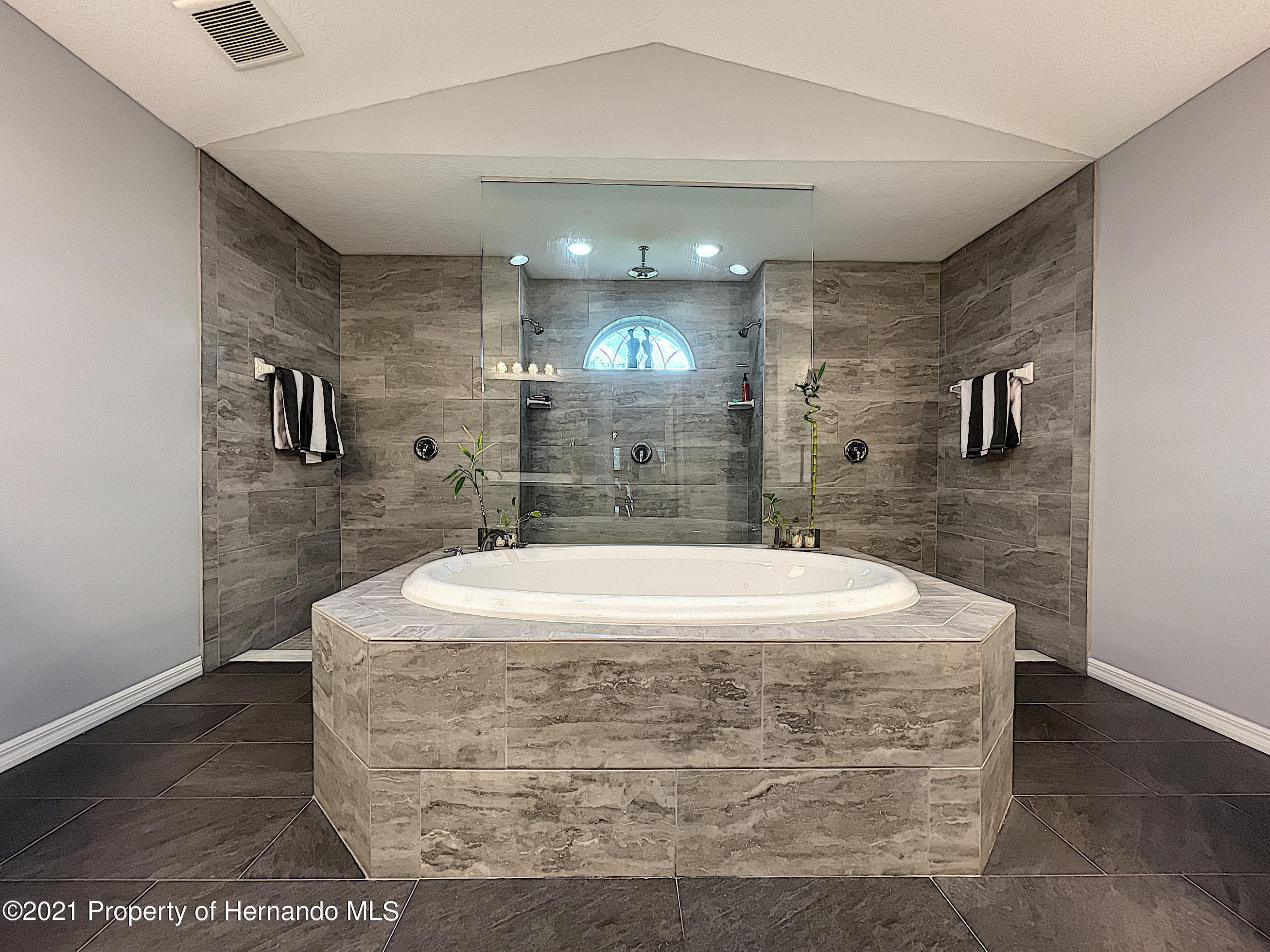 Listing photo id 46 for 18079 Parrot Road