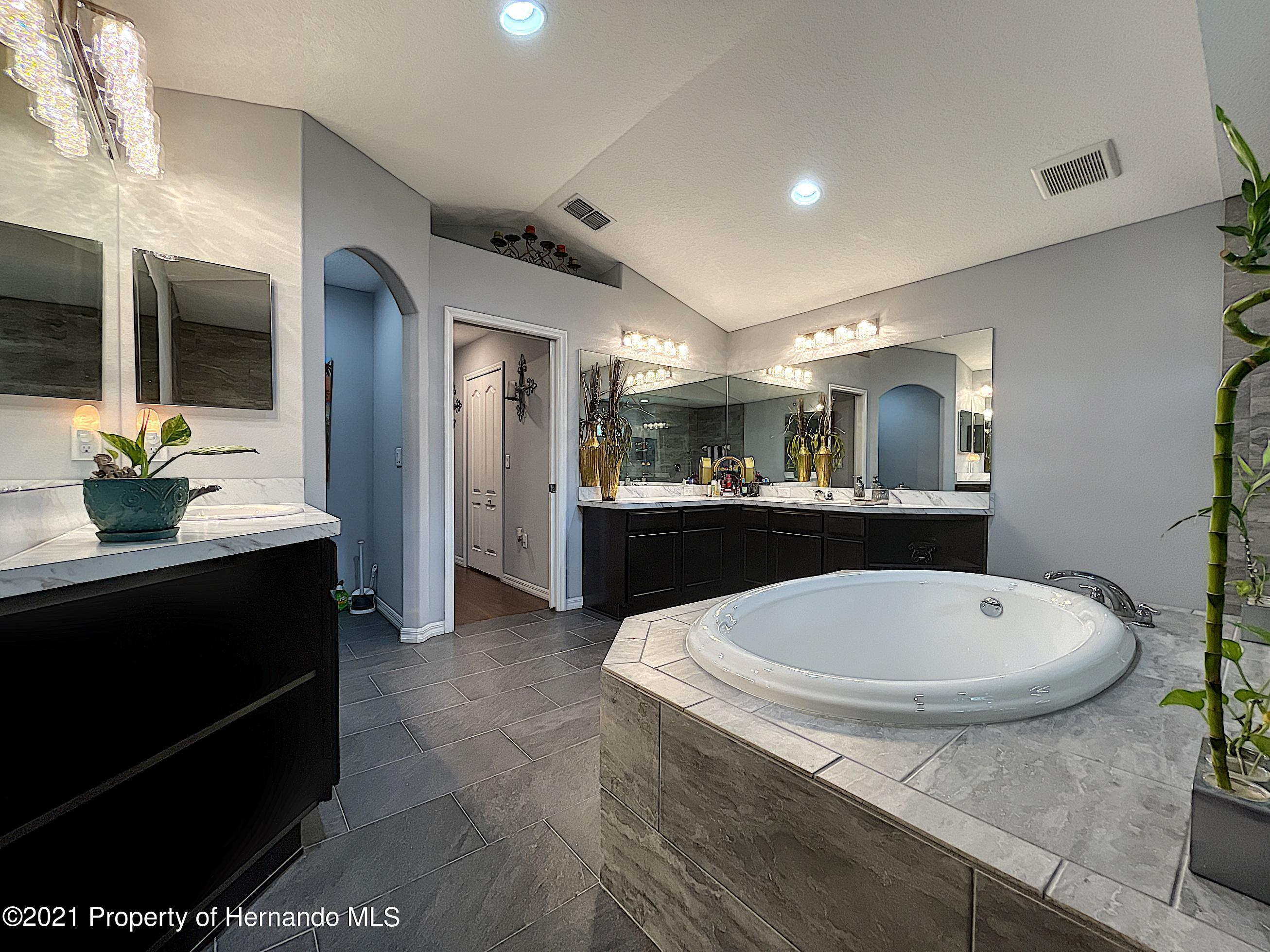 Listing photo id 50 for 18079 Parrot Road
