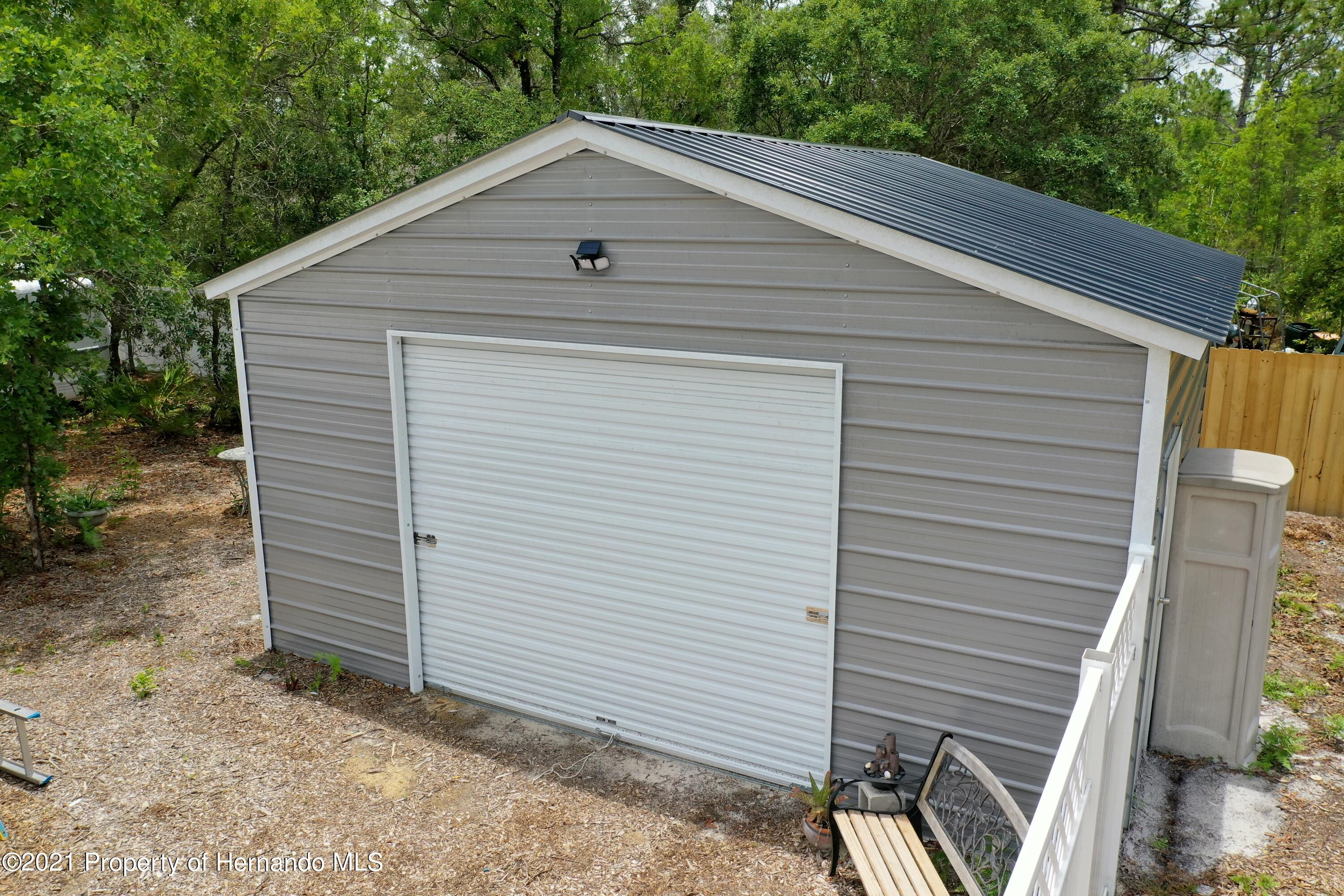 Listing photo id 58 for 18079 Parrot Road