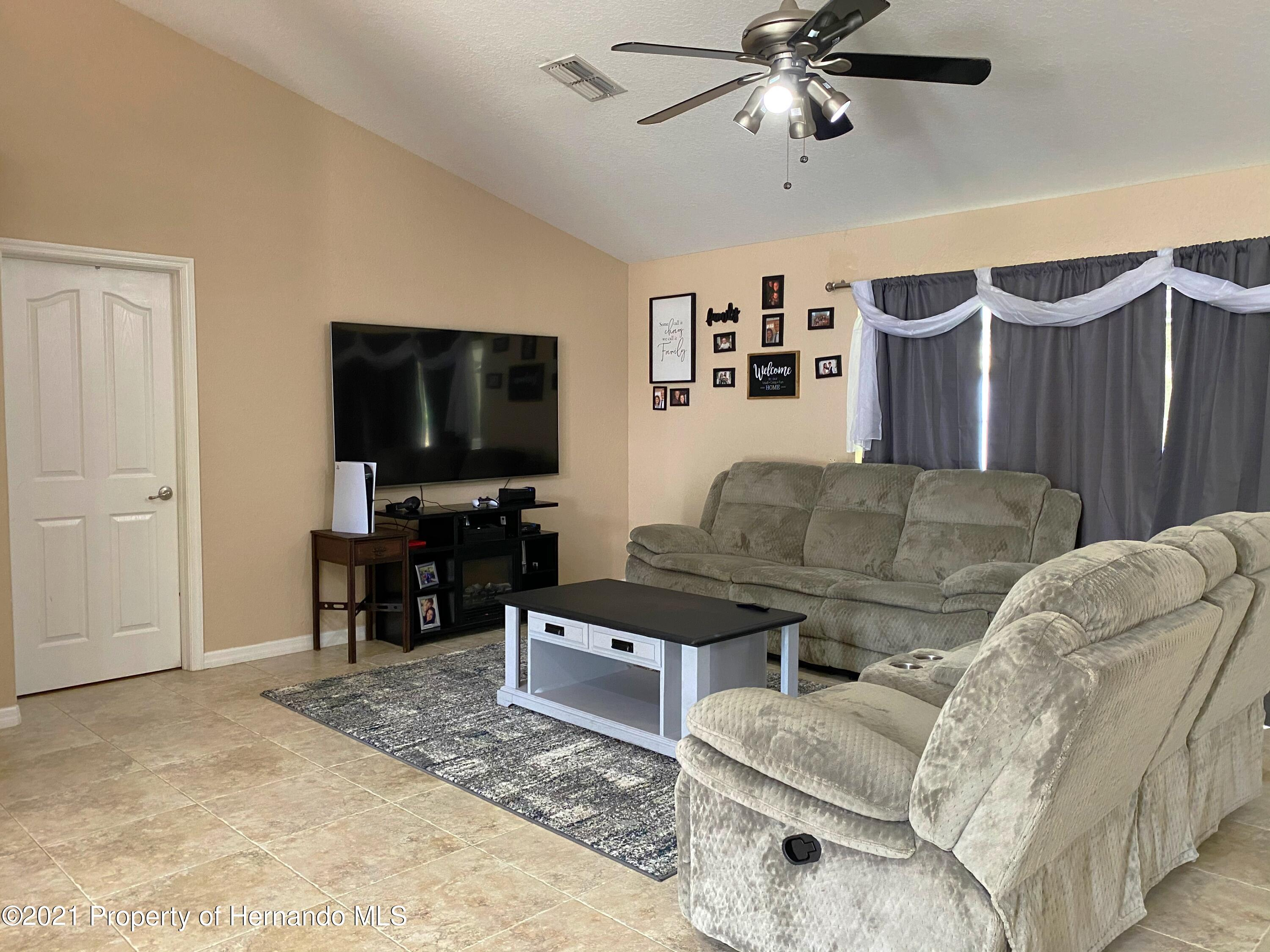 Listing photo id 6 for 11024 Grass Finch Road