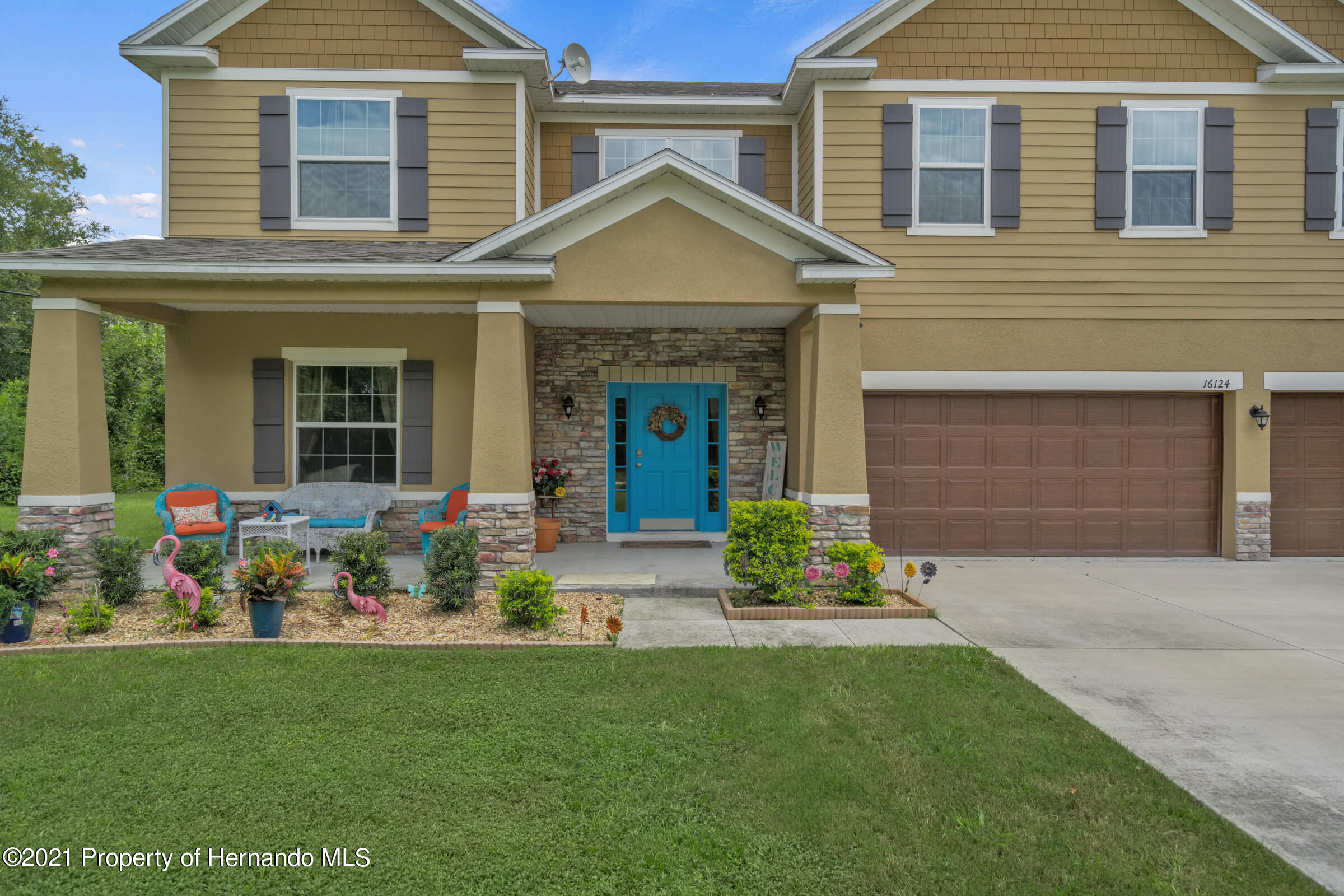 Listing photo id 3 for 16124 Cave Swallow Road