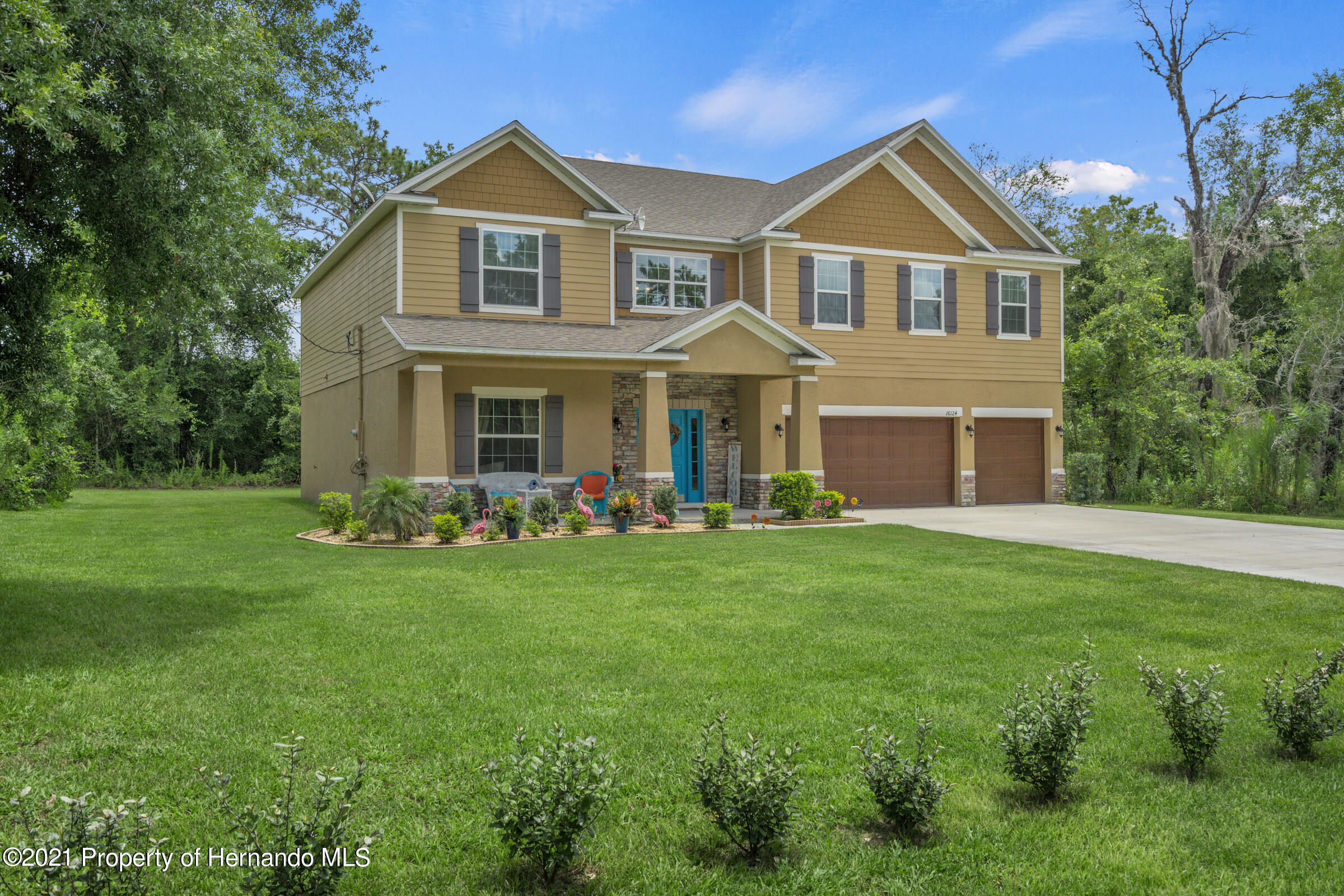 Listing photo id 2 for 16124 Cave Swallow Road