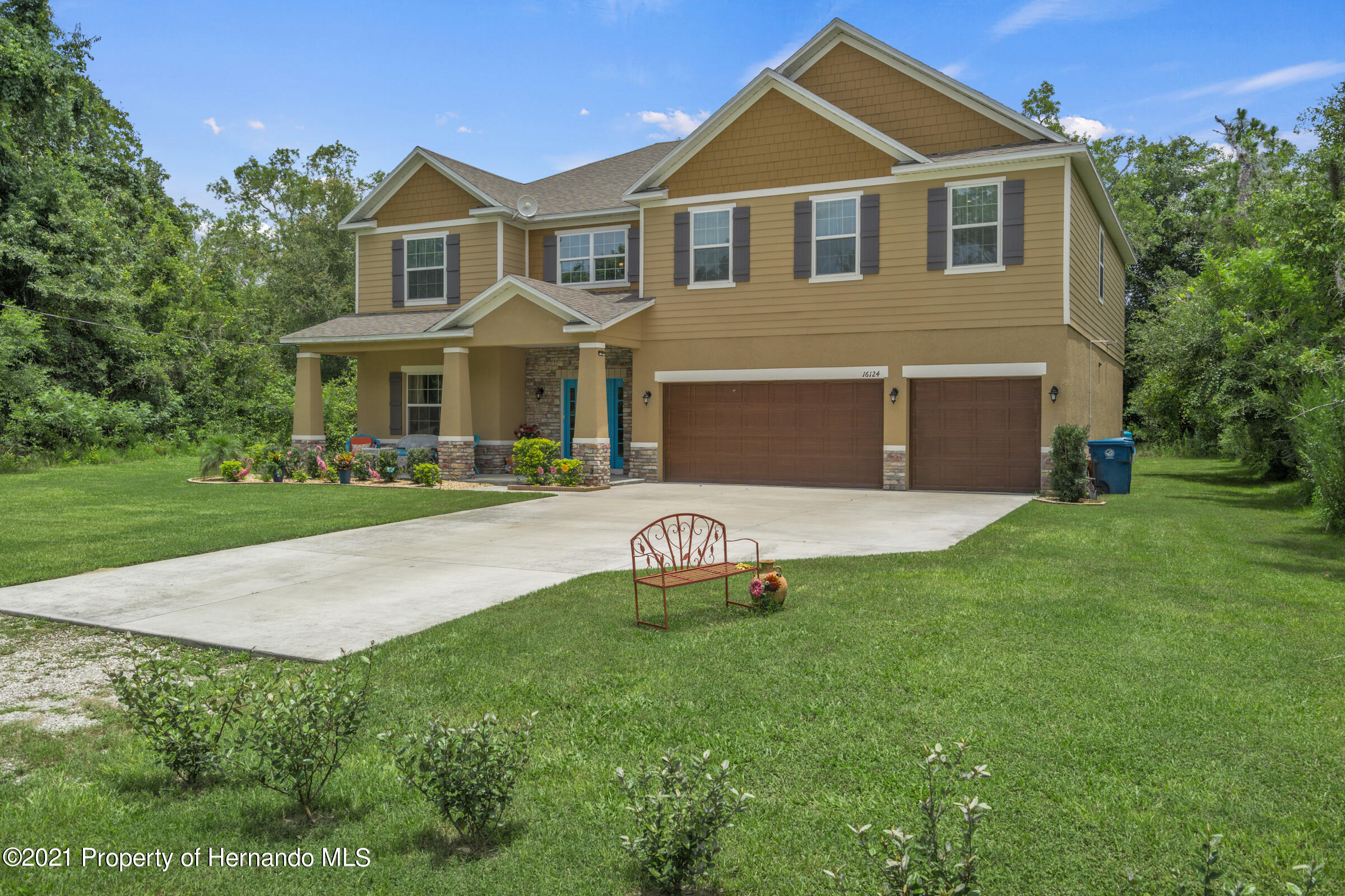 Listing photo id 7 for 16124 Cave Swallow Road