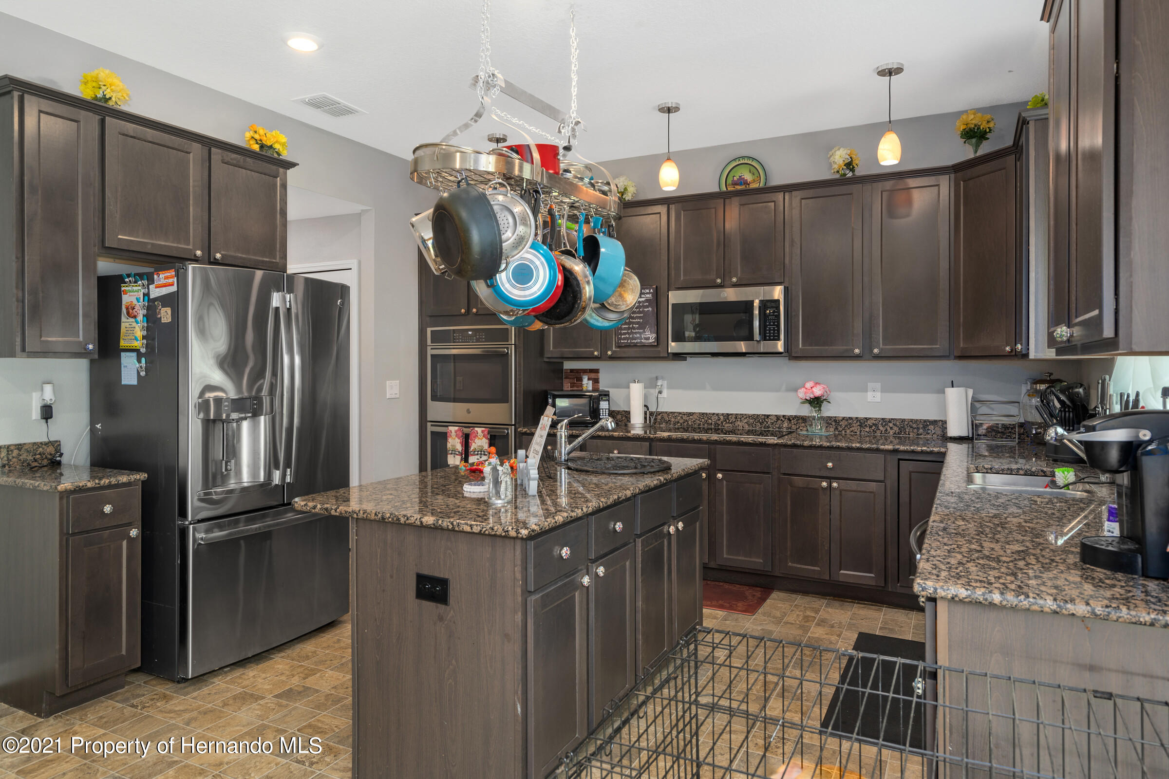 Listing photo id 16 for 16124 Cave Swallow Road