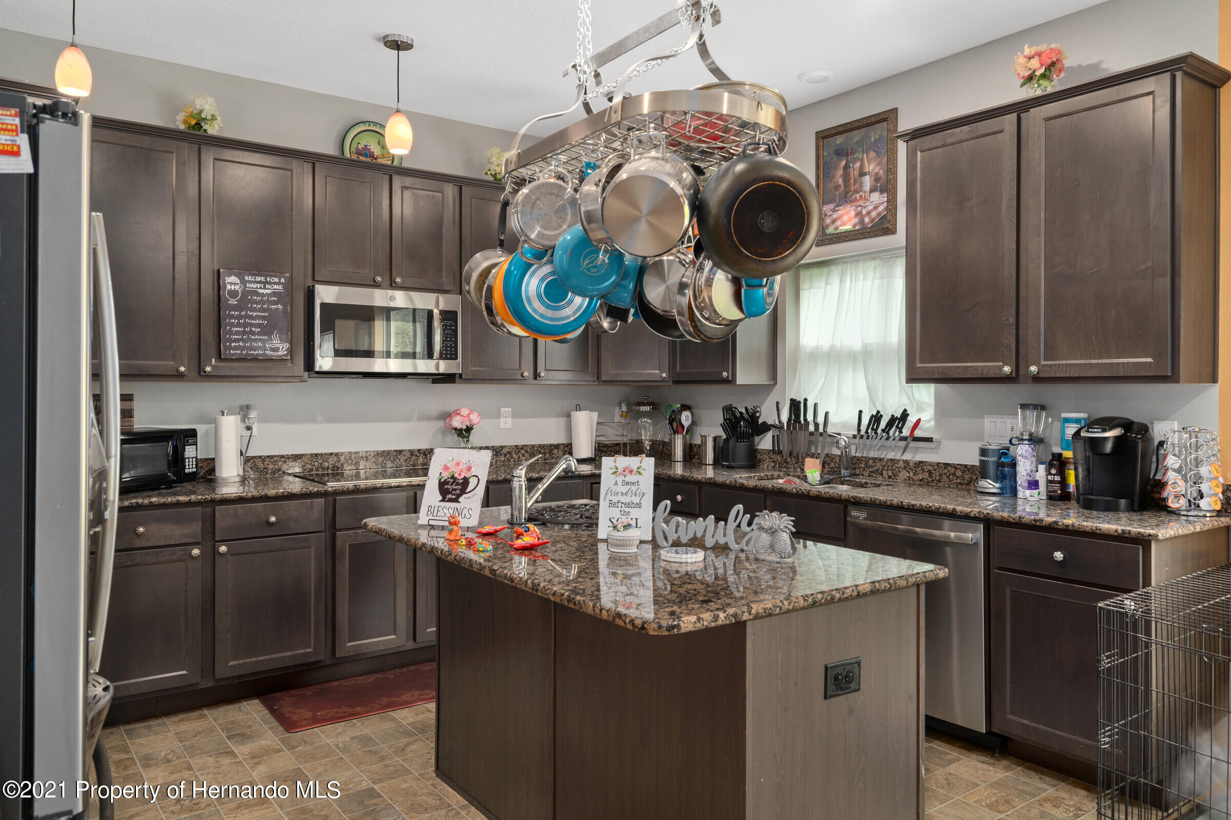 Listing photo id 17 for 16124 Cave Swallow Road