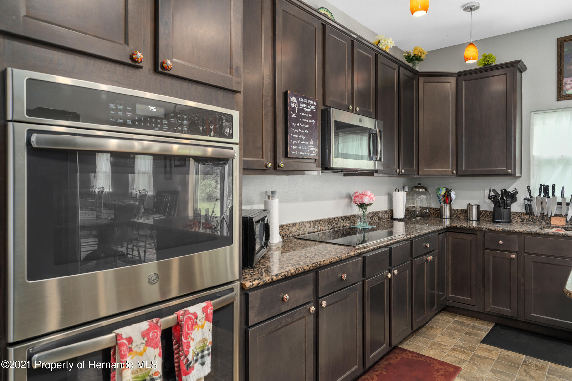 Listing photo id 19 for 16124 Cave Swallow Road