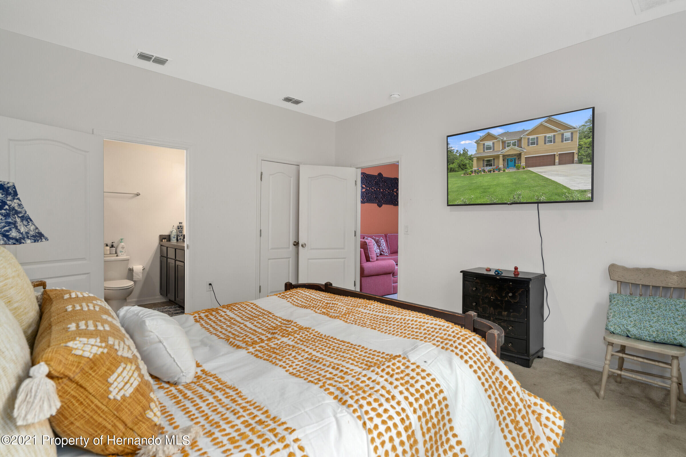 Listing photo id 23 for 16124 Cave Swallow Road