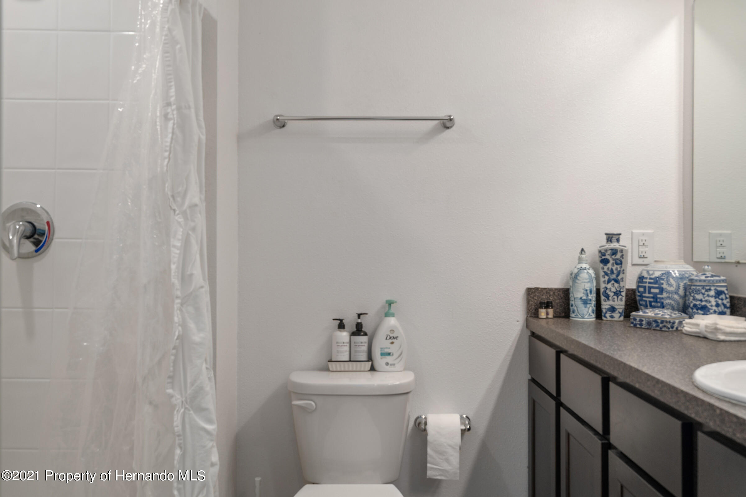 Listing photo id 24 for 16124 Cave Swallow Road