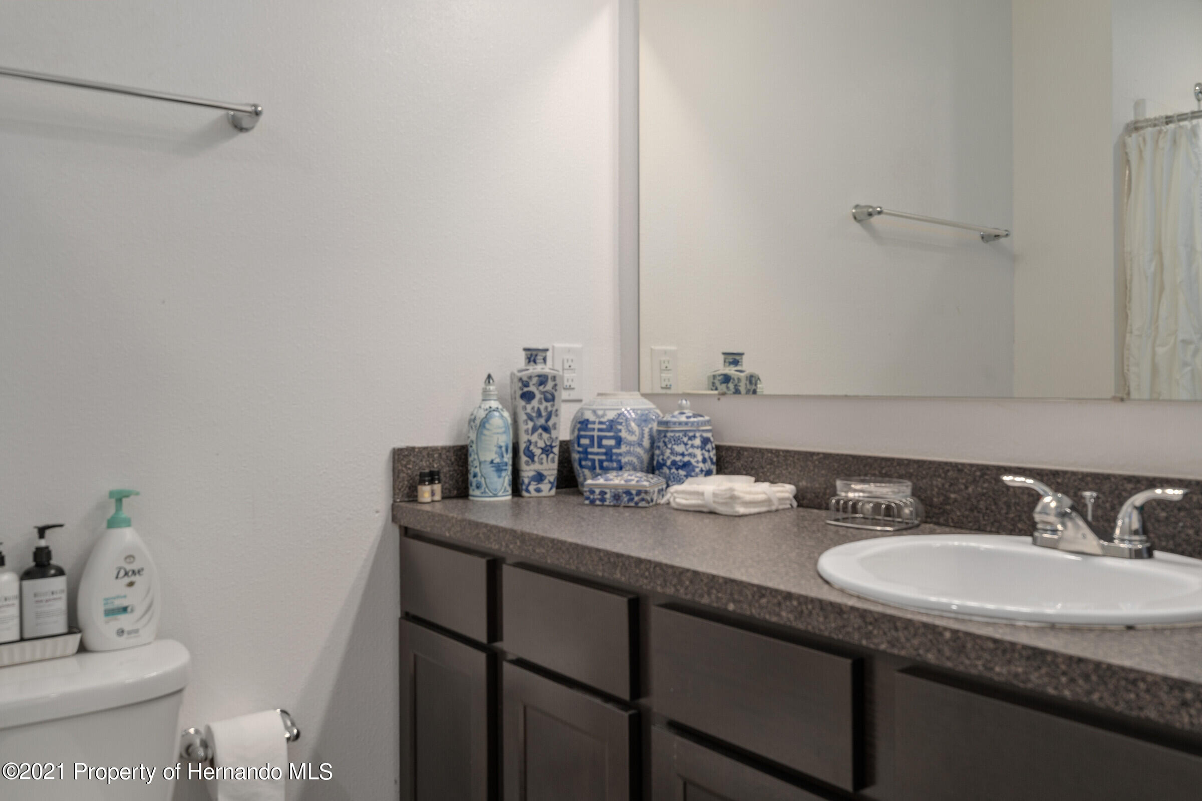 Listing photo id 25 for 16124 Cave Swallow Road