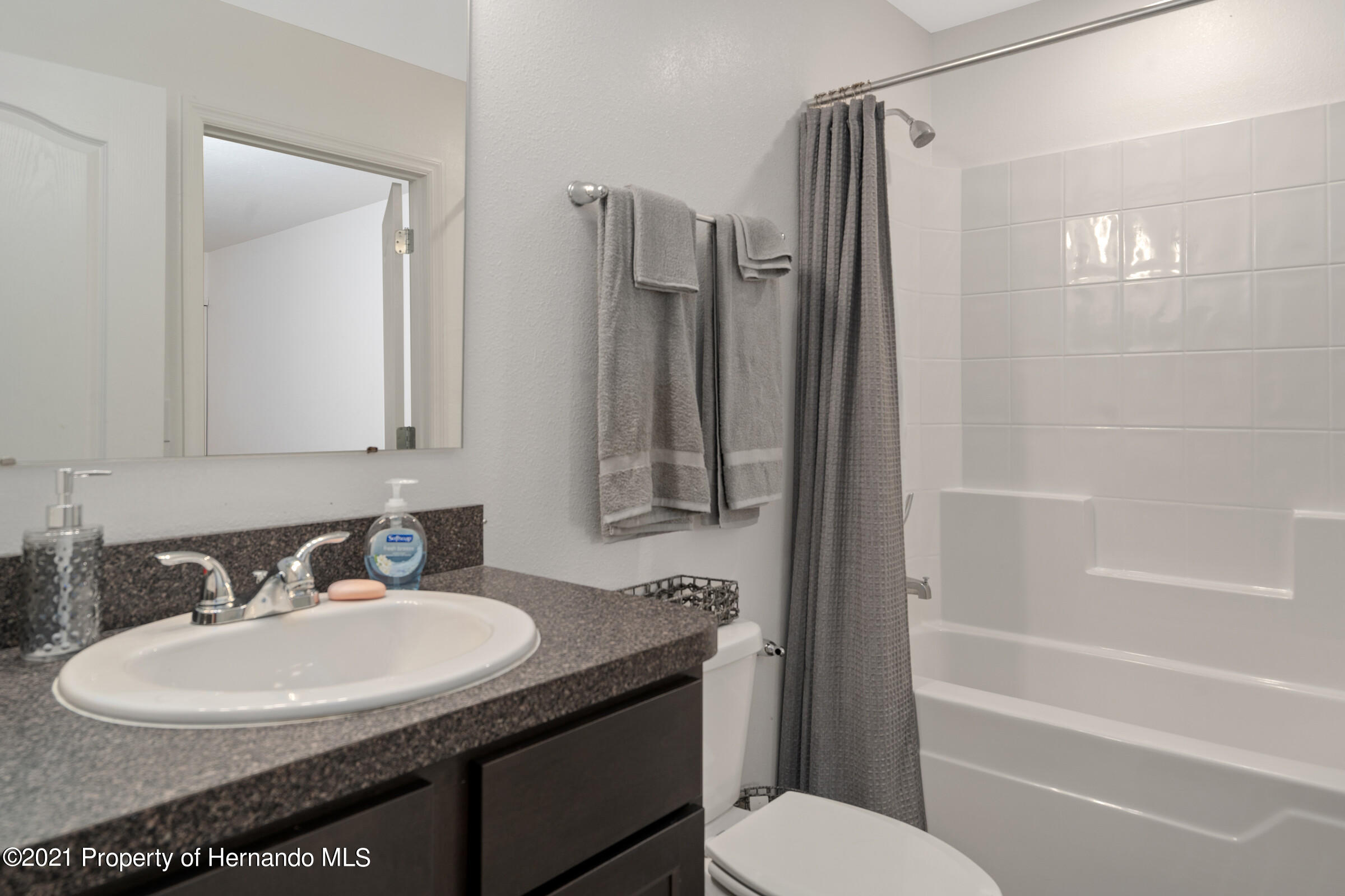 Listing photo id 30 for 16124 Cave Swallow Road