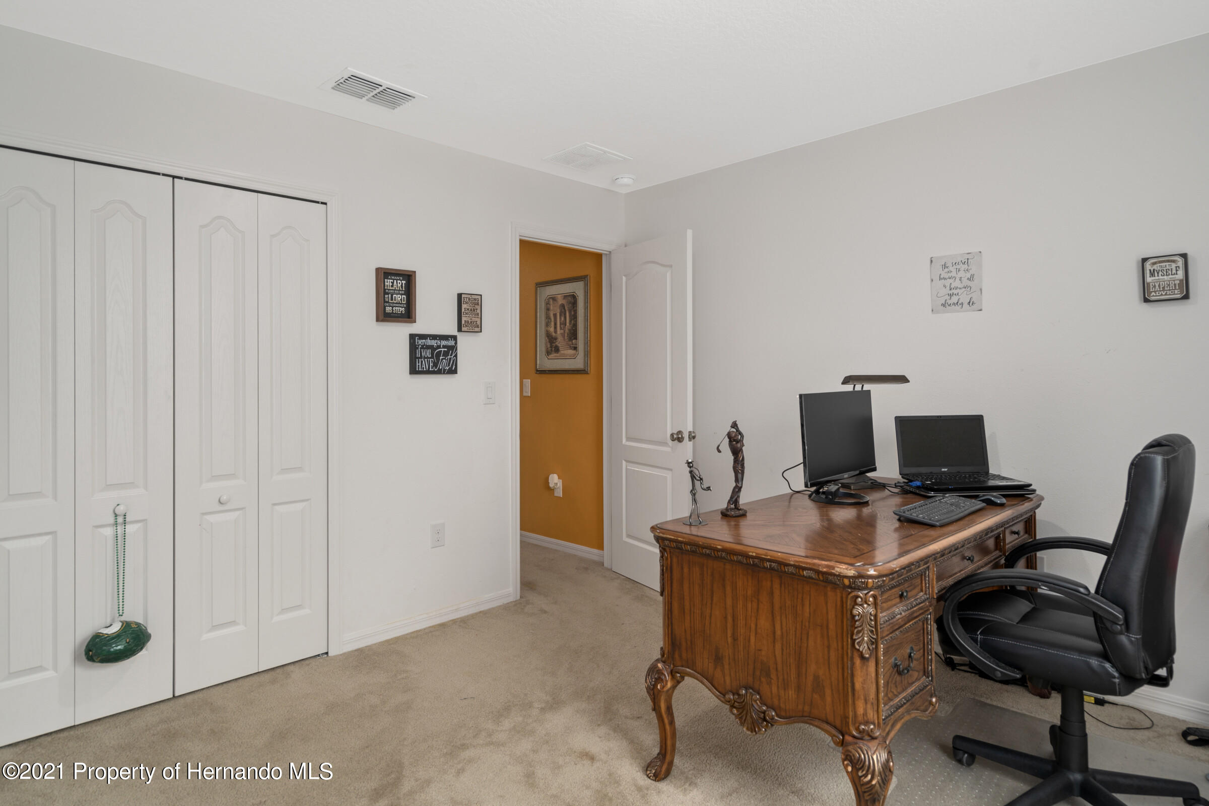 Listing photo id 37 for 16124 Cave Swallow Road