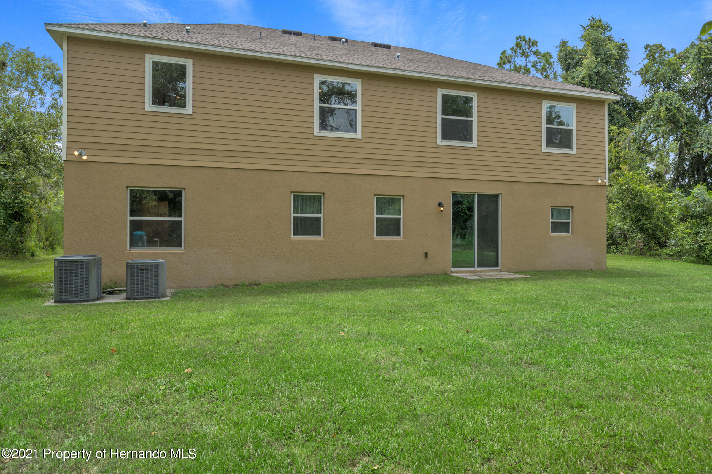 Listing photo id 47 for 16124 Cave Swallow Road