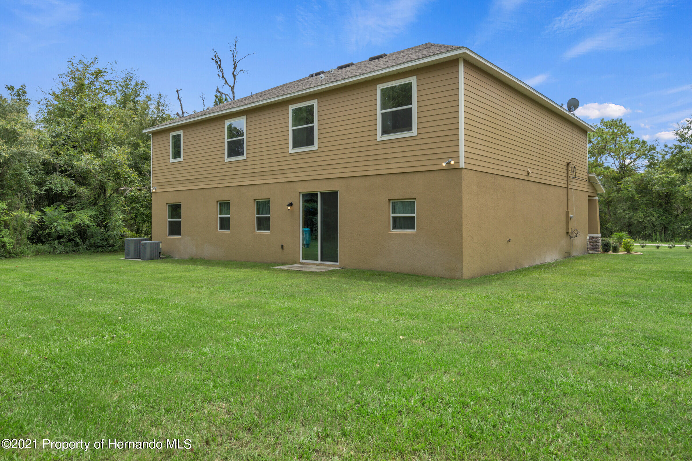 Listing photo id 48 for 16124 Cave Swallow Road