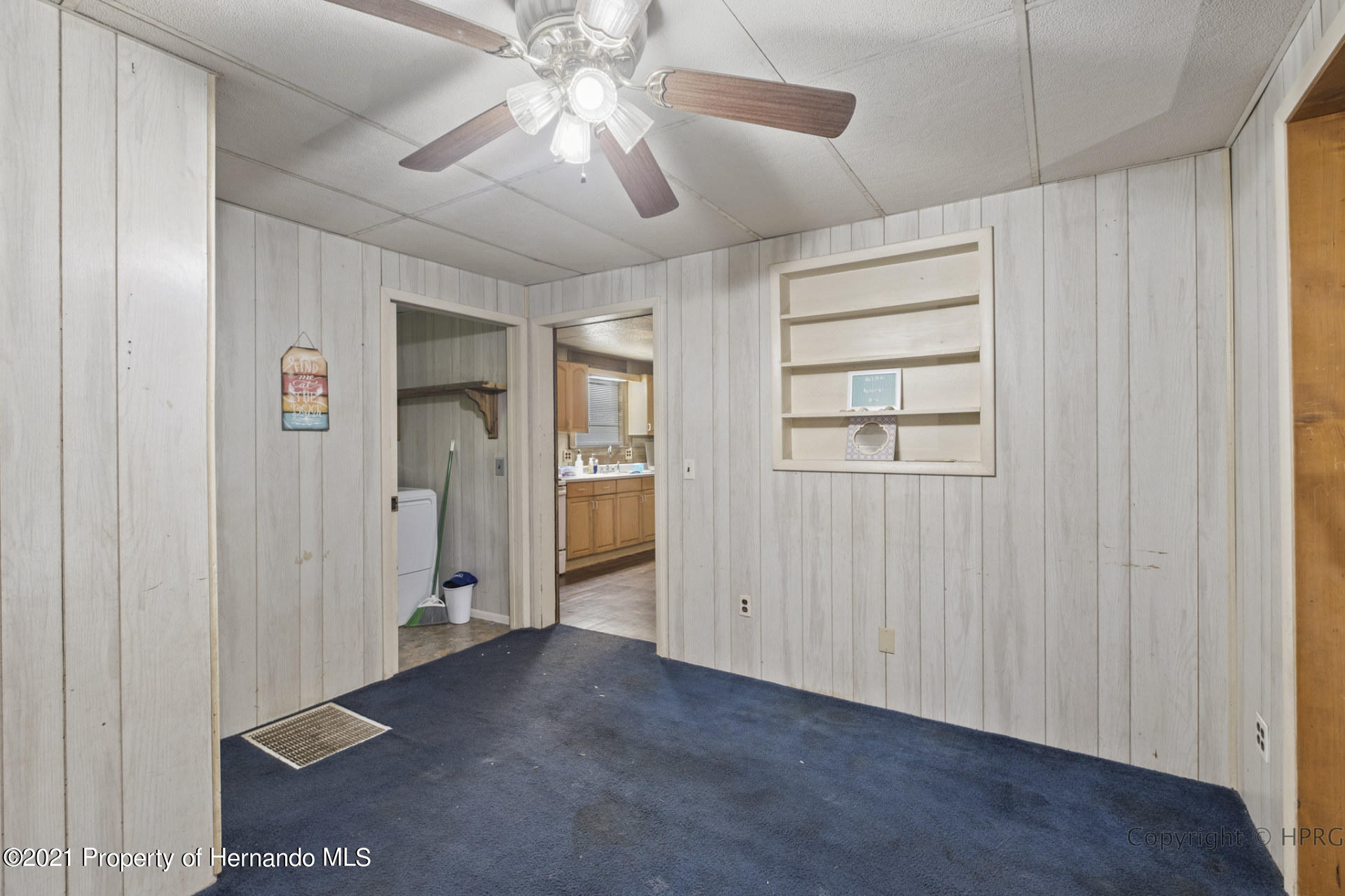 Listing photo id 4 for 7071 Lang Street