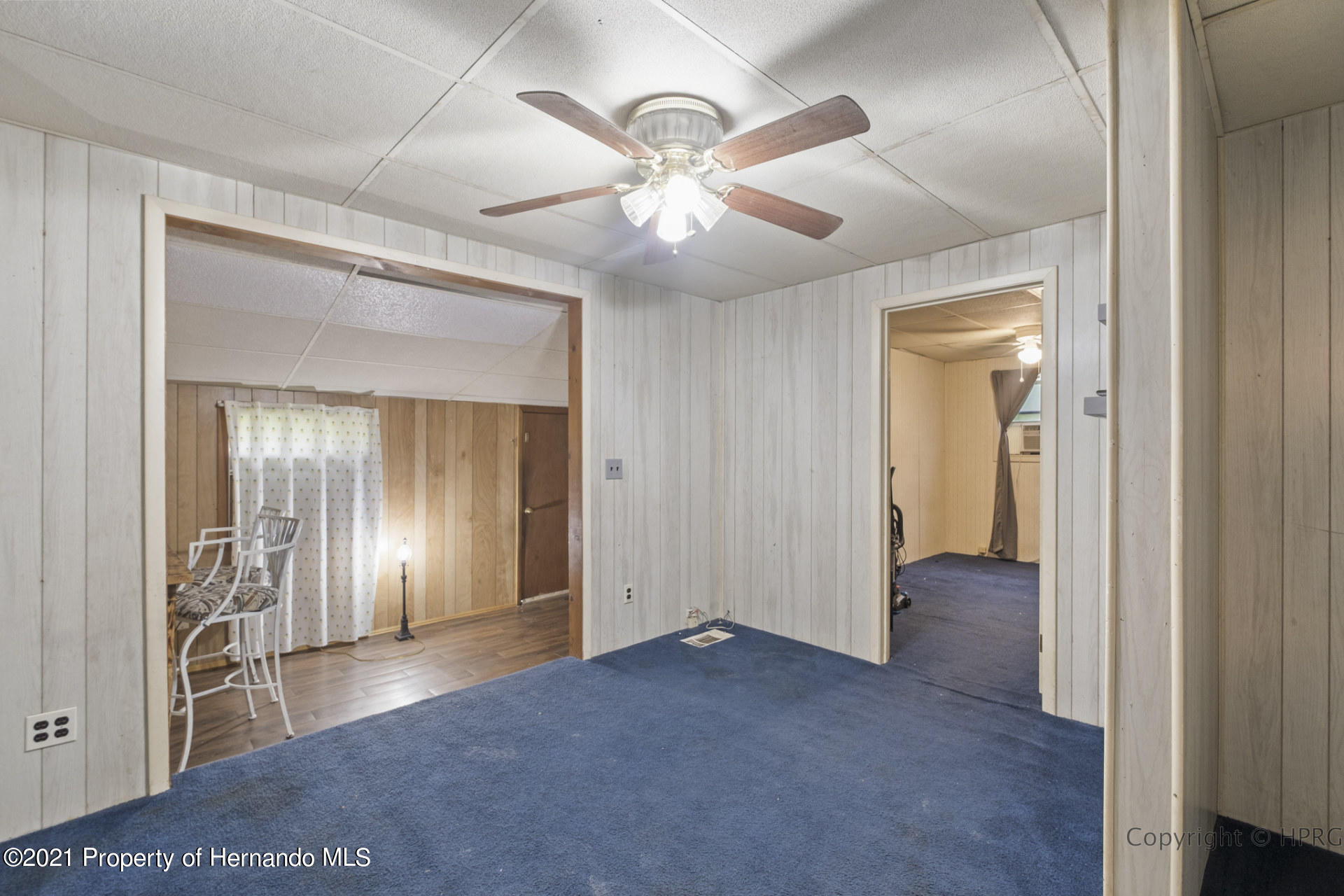 Listing photo id 5 for 7071 Lang Street