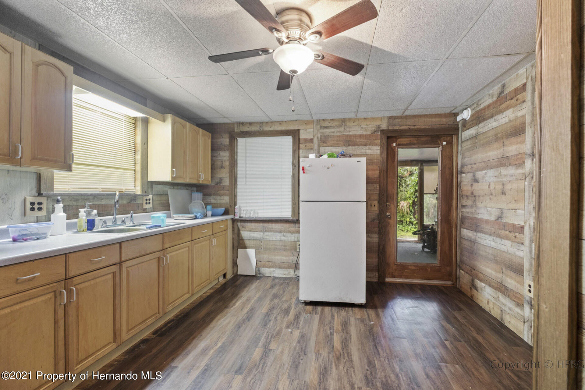 Listing photo id 10 for 7071 Lang Street