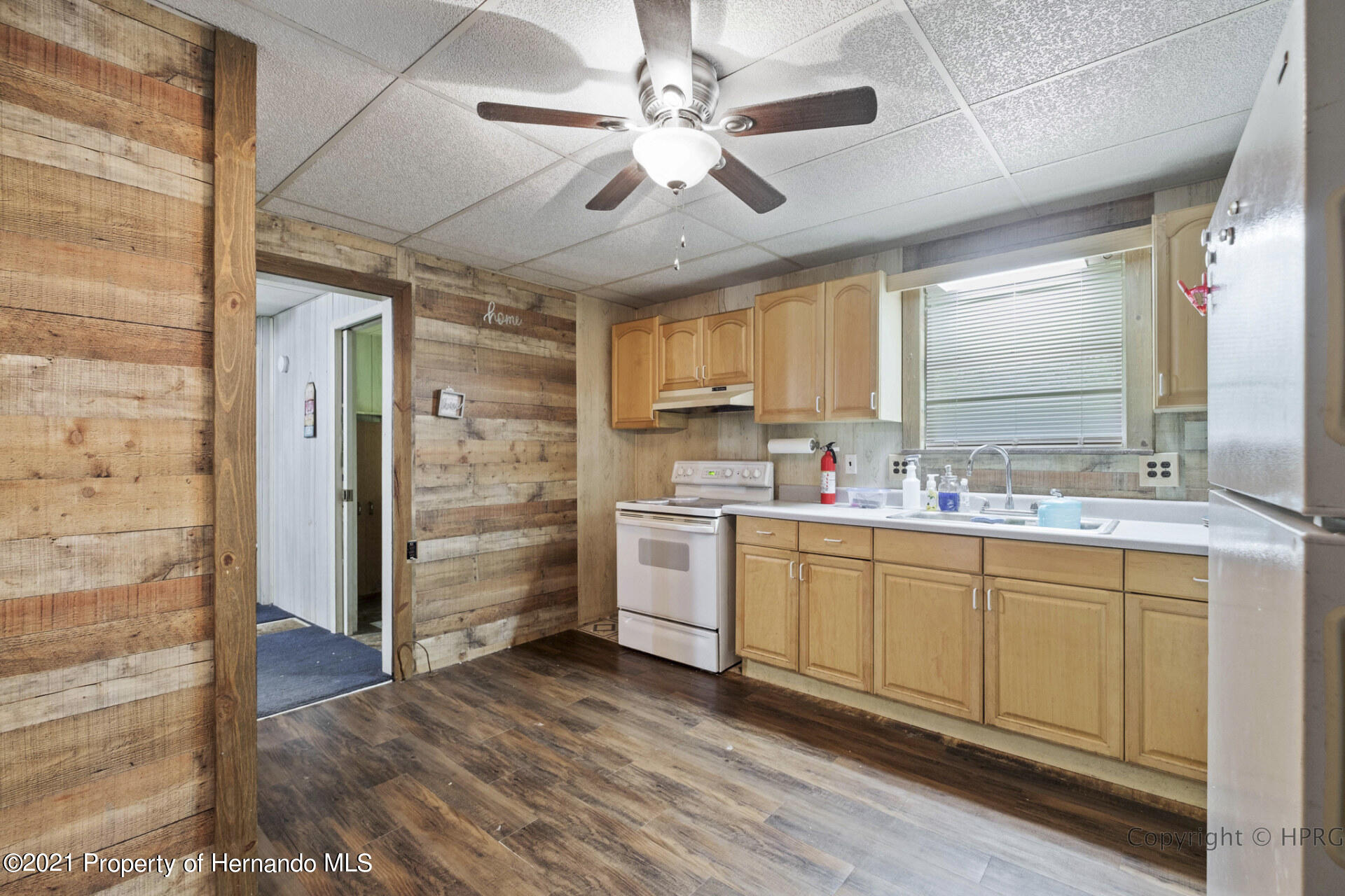Listing photo id 11 for 7071 Lang Street